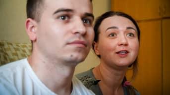 Alina ja Jevheni kotonaan Kiovassa