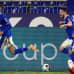 Jalkapallojoukkue Schalke 04:n suomalainen Malick Thiaw tuulettaa maalia joukkuekavereidensa kanssa.