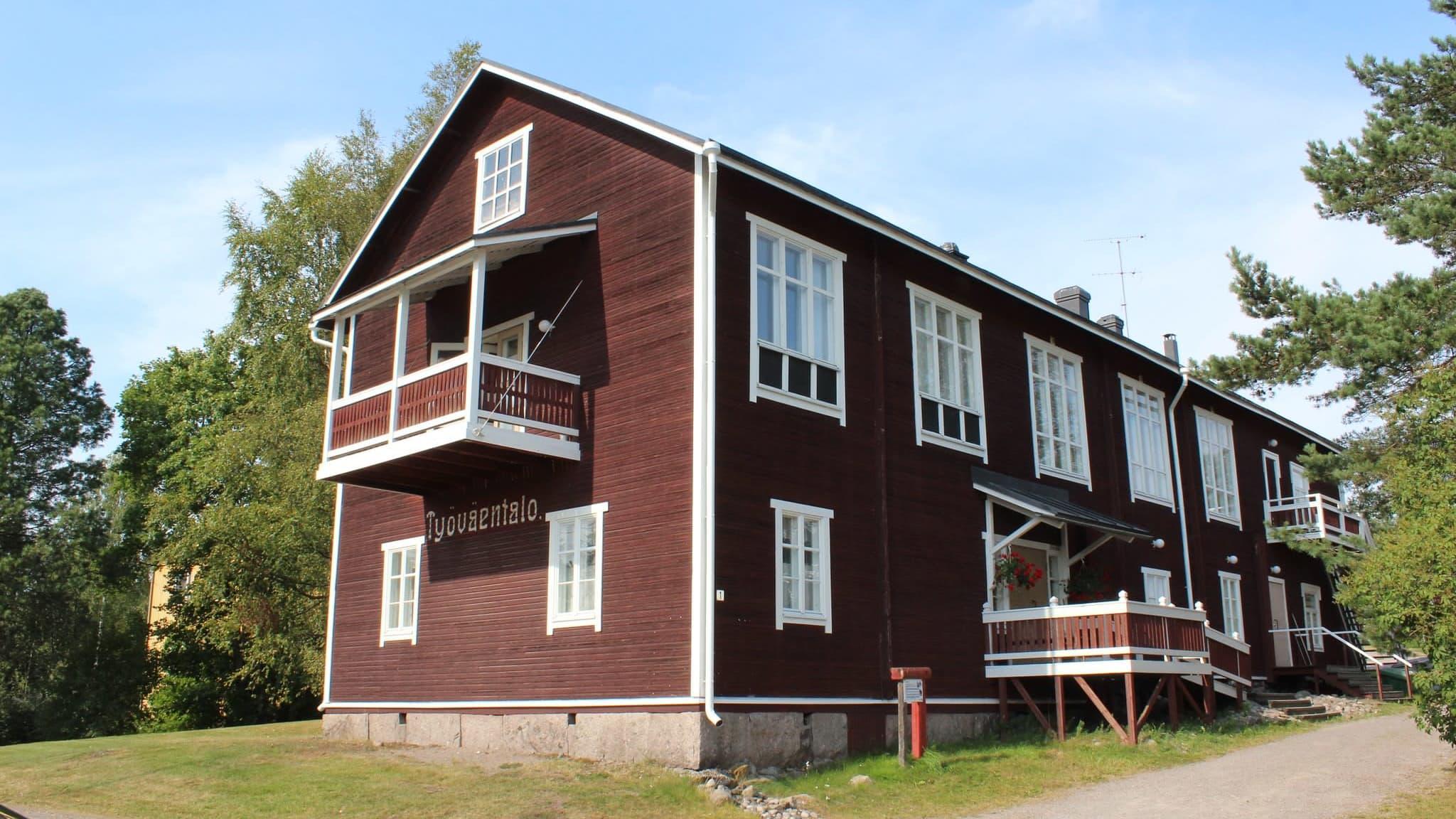 Oskari Tokoi seuran ylläpitämä komia työväentalo seisoo Keski-Pohjanmaalla Kannuksessa.