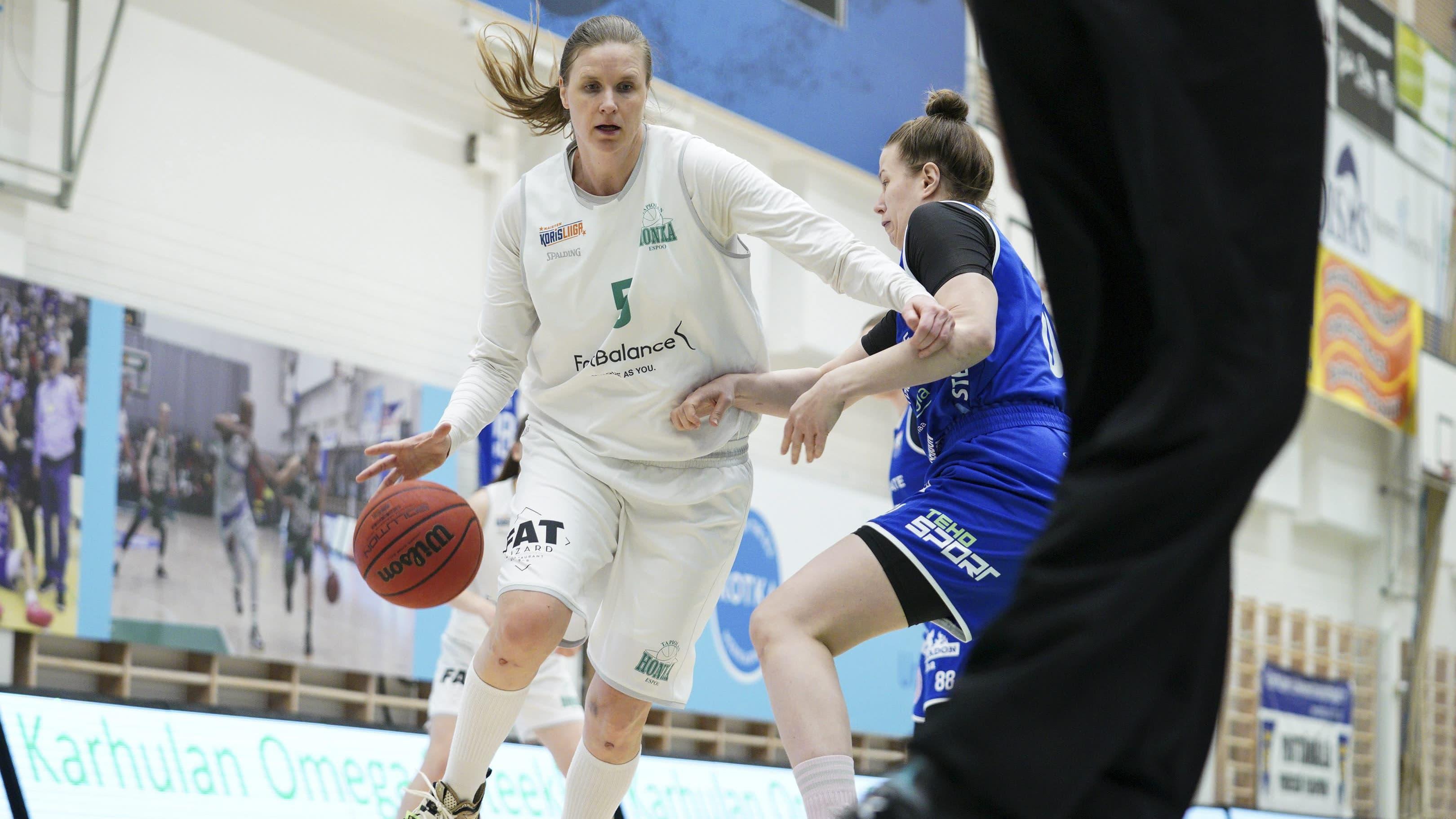 Taru Tuukkanen johdatti viime keväänä espoolaisen Hongan naisten korisfinaaleihin.