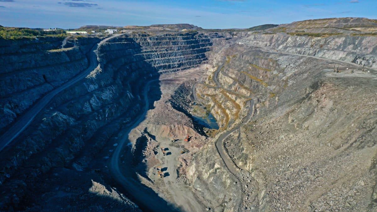 Tältä näyttää EU:n ainoa fosfaattikaivos Pohjois-Savossa Siilinjärvellä. Sen päälouhos on kolme kilometriä pitkä.