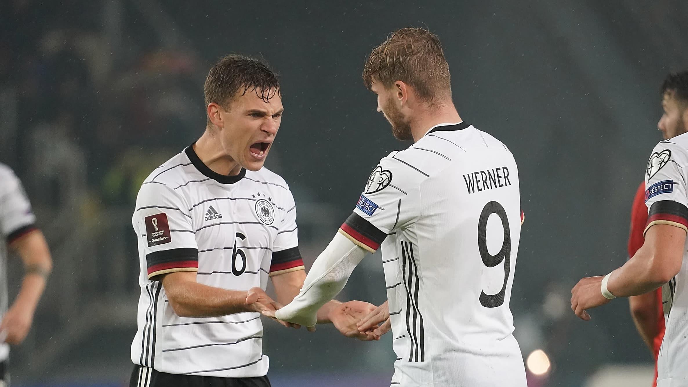 Timo Werner juhlii Saksan kolmatta maalia yhdessä Joshua Kimmichin kanssa.