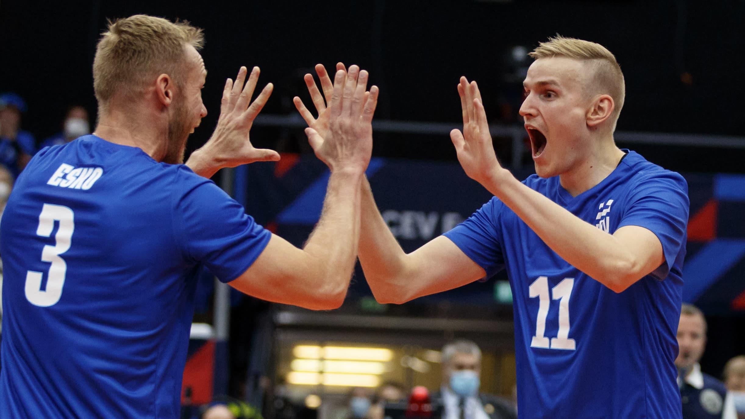 Sauli Sinkkonen (oik.) ja Mikko Esko tuulettavat.