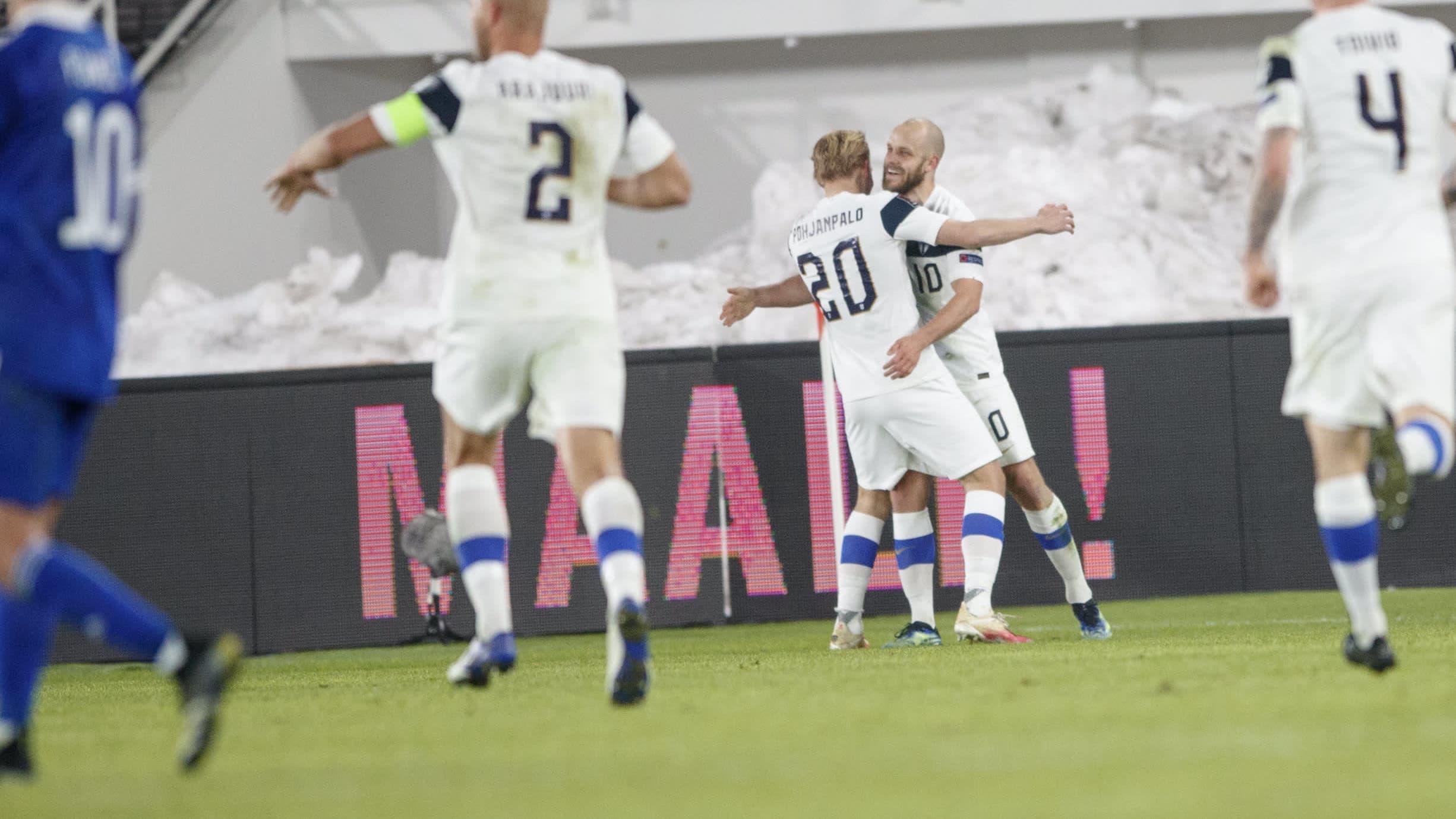 Teemu Pukki juhlii maalia Bosnia-Hertsegovinaa vastaan MM-karsinnoissa 24.3.2021.