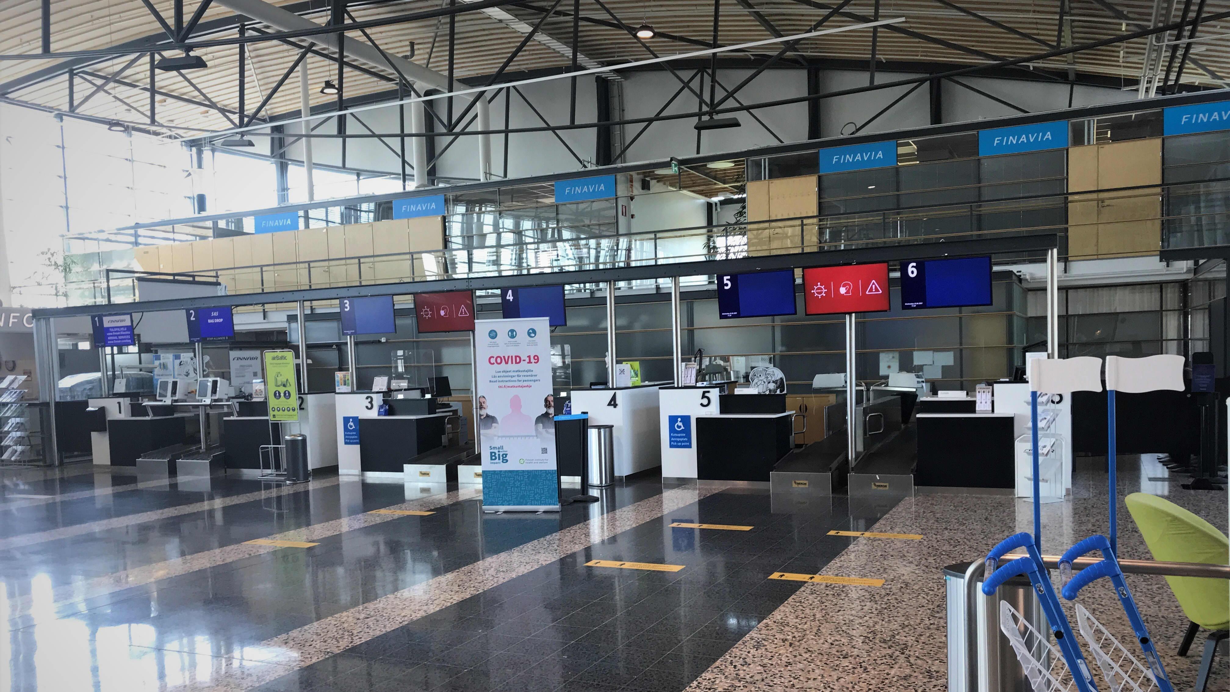 Tampere-Pirkkalan lentoasema sisältä.