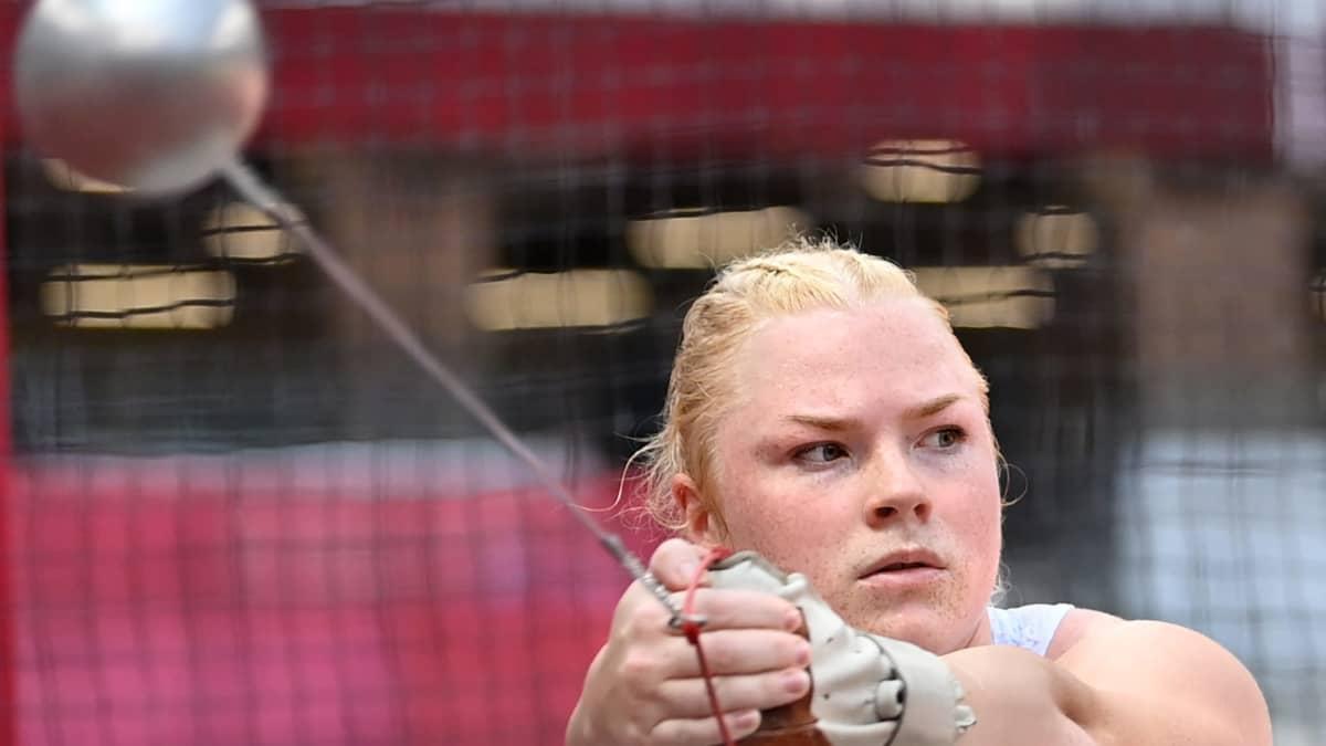 Krista Tervo pyörittää moukaria Tokion olympialaisten karsinnassa.