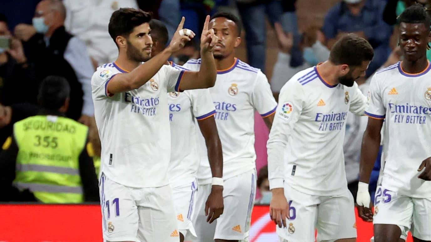 Marco Asensio ja Real Madridin joukkuekaverit juhlivat maalia.