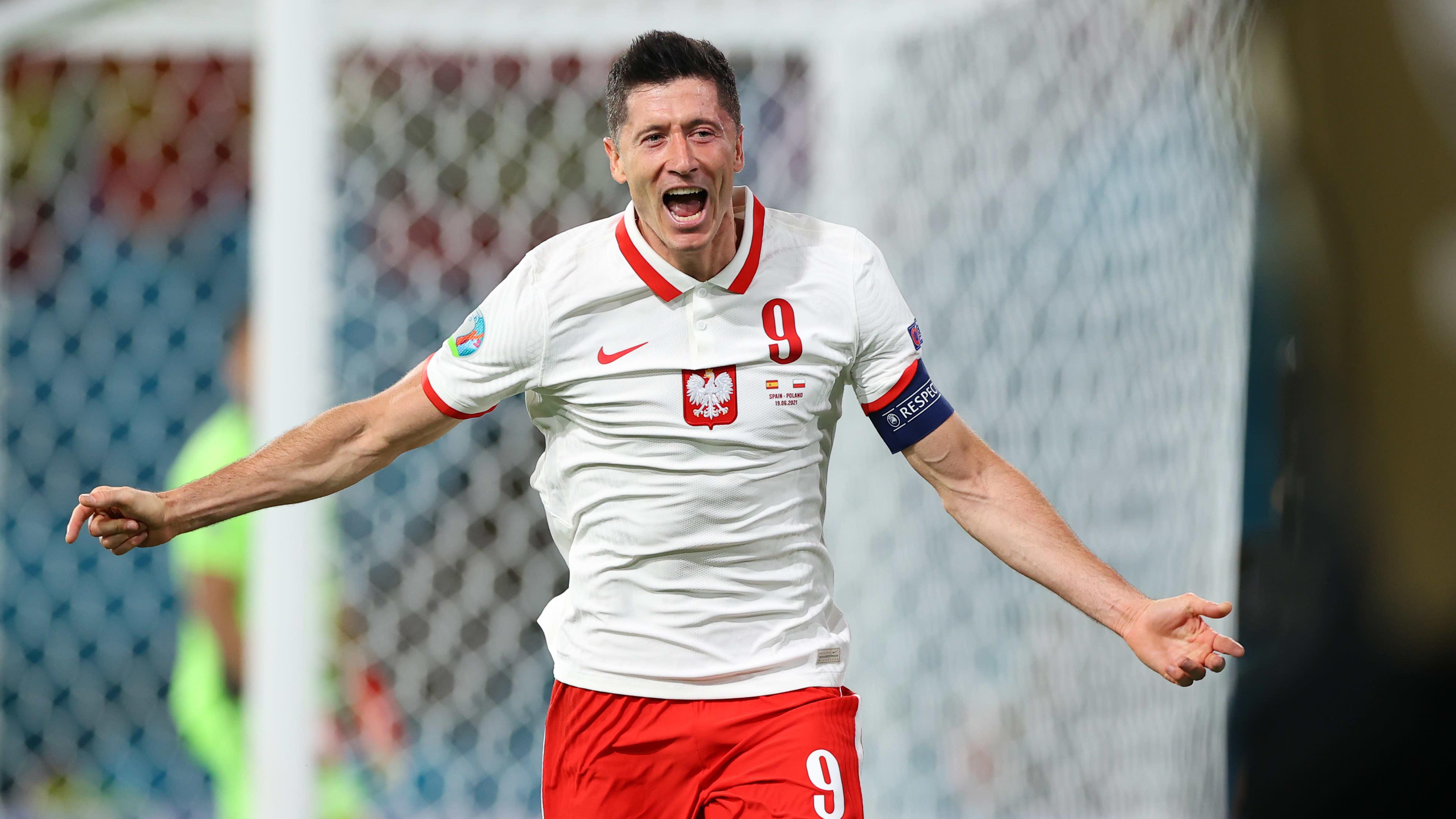 Robert Lewandowski tuo Puolan tasoihin puskullaan