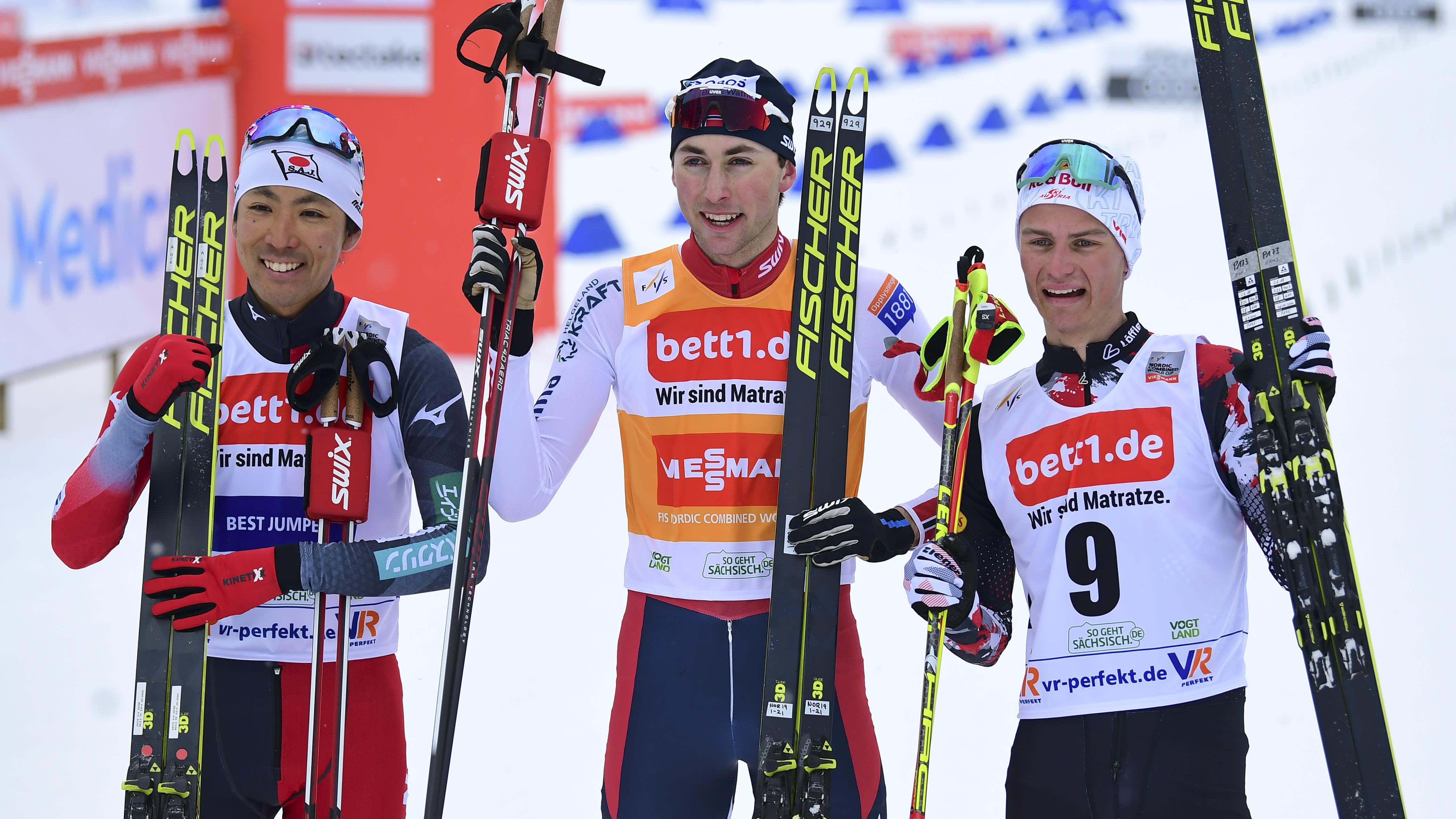 Akito Watabe, Jarl Magnus Riiber ja Akito Watabe Klingenthalin maailmancup-osakilpailun jälkeen maaliskuussa 2021.