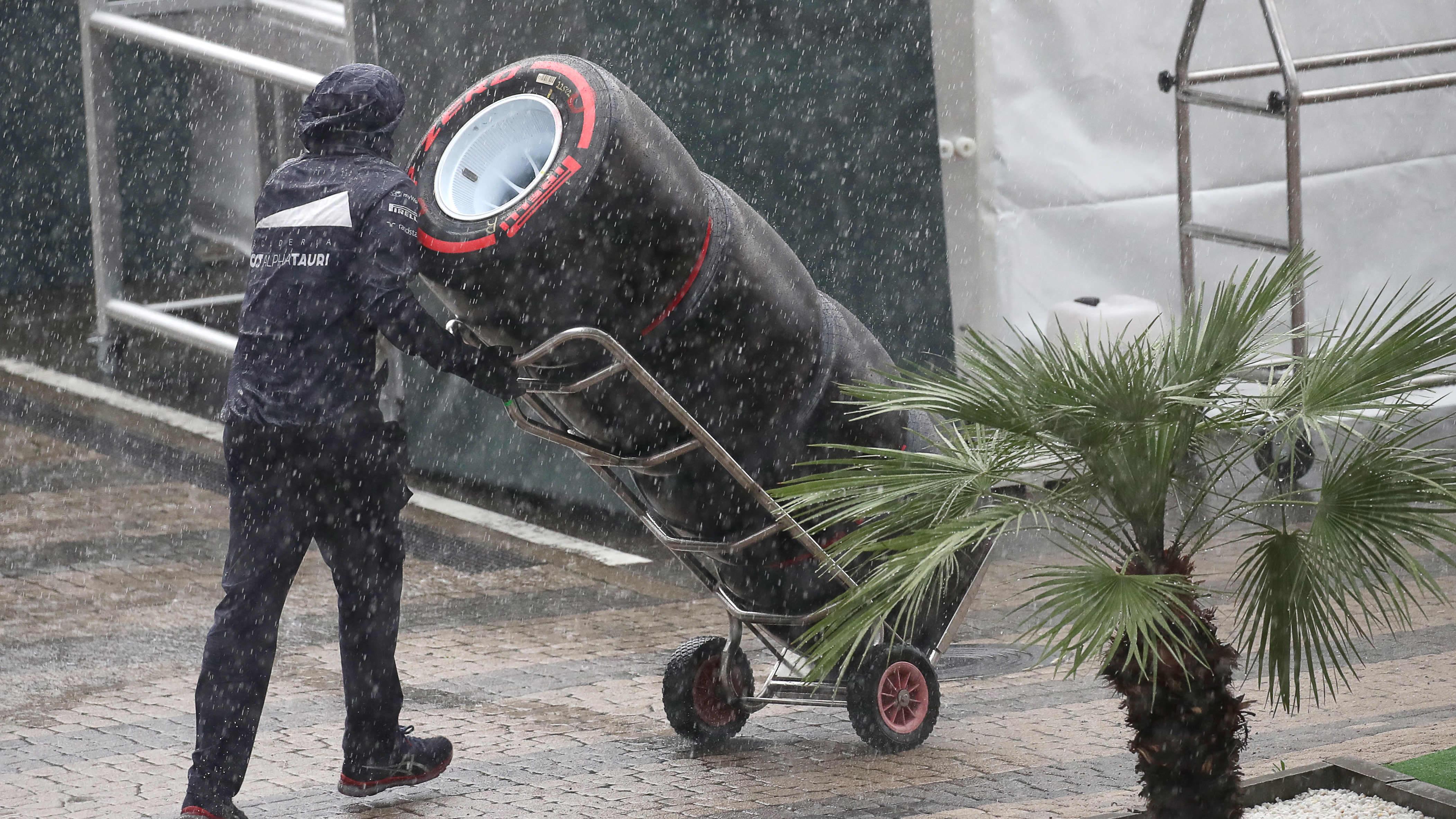 Venäjän GP:n aika-ajot ovat vaarassa rankkasateen vuoksi.