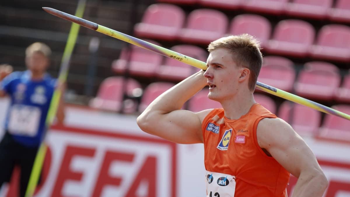 Tero Pitkämäki kertoo aloittavansa Oliver Helanderin valmentajana