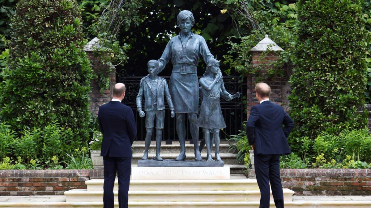 Prinsessa Dianan muistopatsas julki