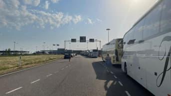 Bussiletka raja-asemalla.