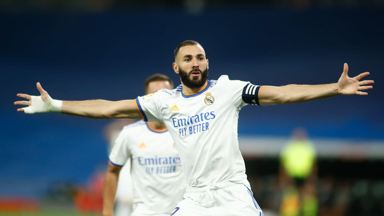 Karim Benzema tuulettaa maalia.