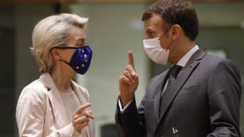 EU-komission puheenjohtaja Ursula von der Leyen ja Ranskan presidentti Emmanuel Macron EU-huippukokouksessa Brysselissä 25. kesäkuuta 2021.
