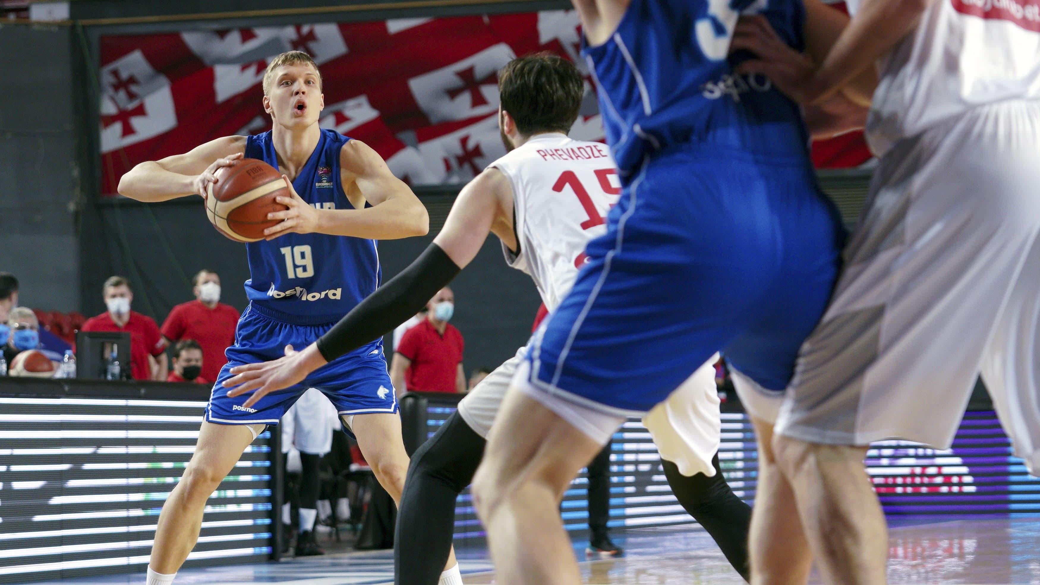 Suomen koripallomaajoukkueen Elias Valtonen.
