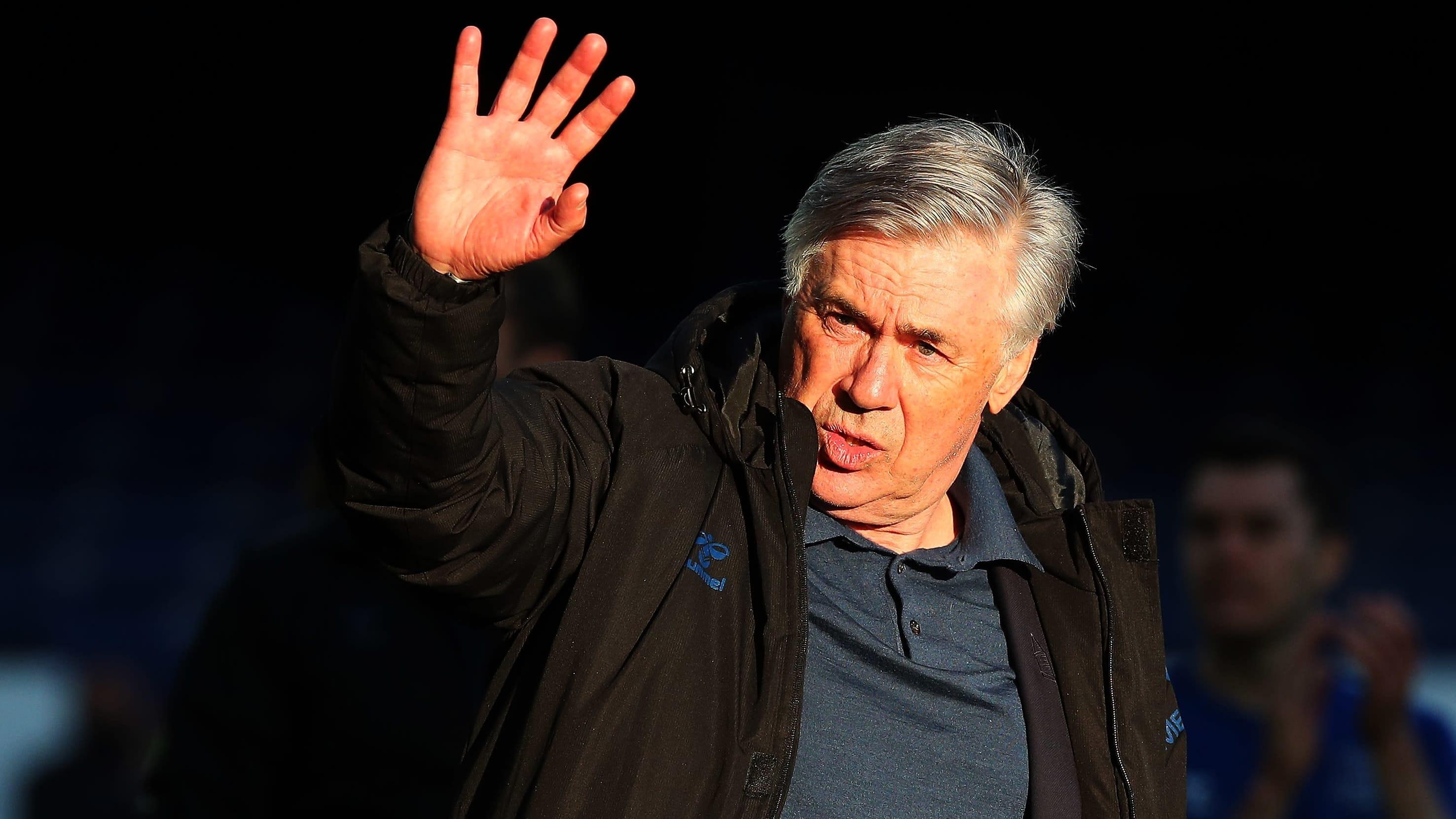 Carlo Ancelotti kuvassa.