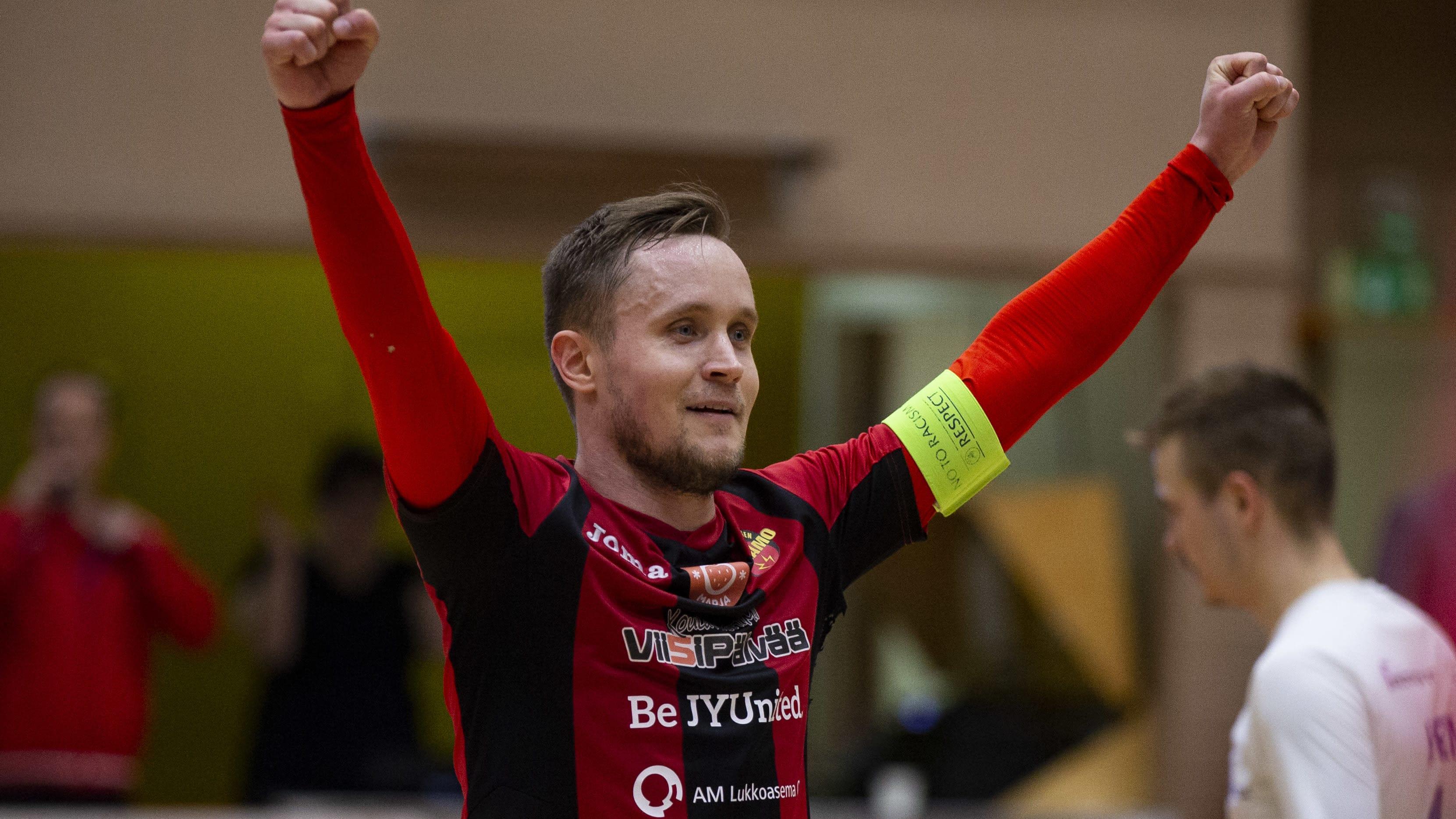 Mikko Kytölä tuulettaa.
