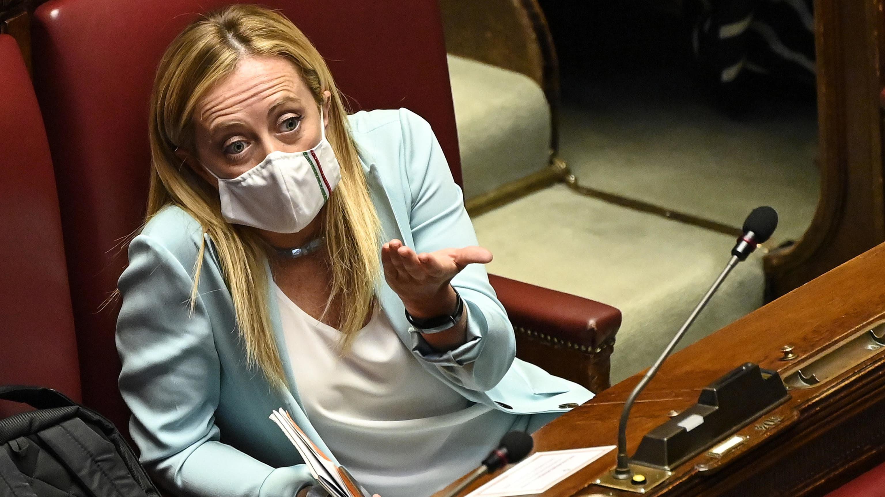 Italian veljet-puolueen johtaja Giorgia Meloni Italian parlamentissa heinäkuussa.