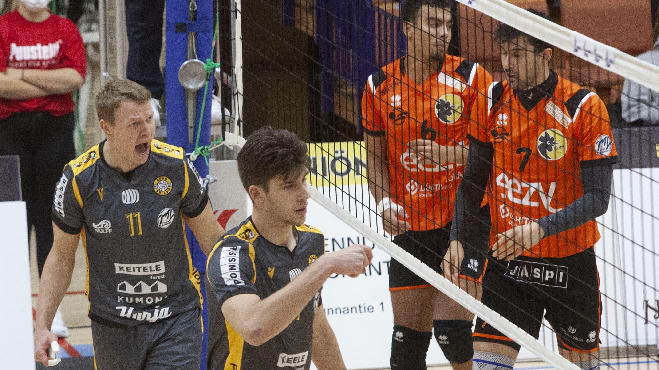Andrus Raadik ja Aleksei Zhbankov tuulettavat pistettä.