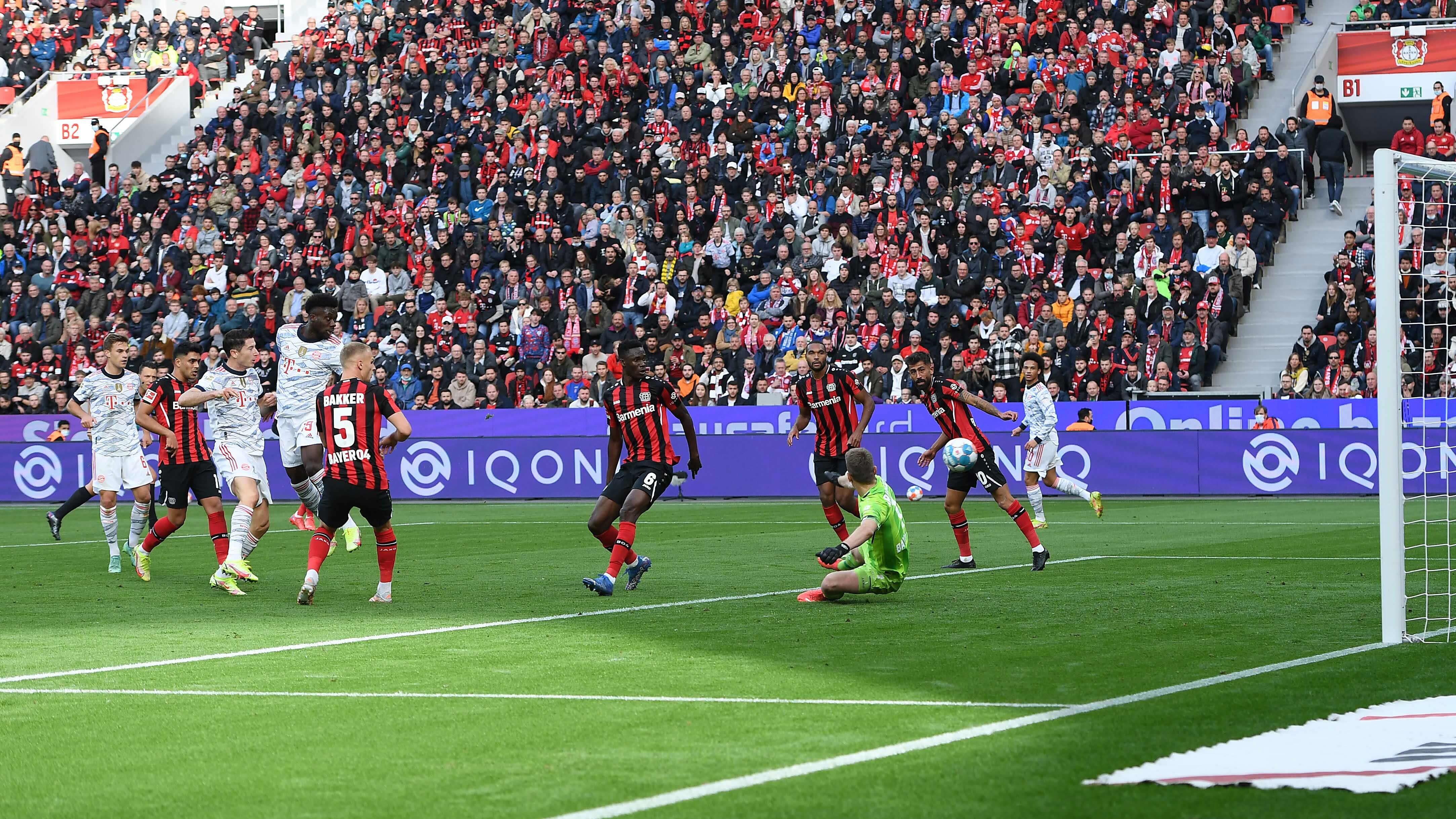Lukas Hradeckyn Bayer Leverkusen on kokemassa murskatappiota Bayerniä vastaan.