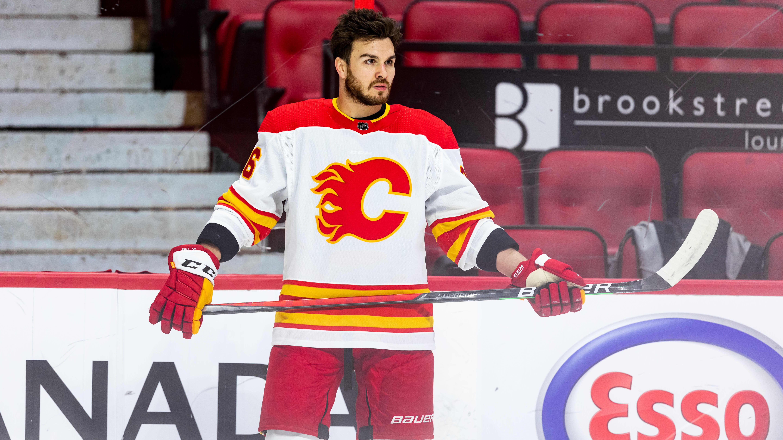 Zac Rinaldo Calgaryn pelipaidassa.