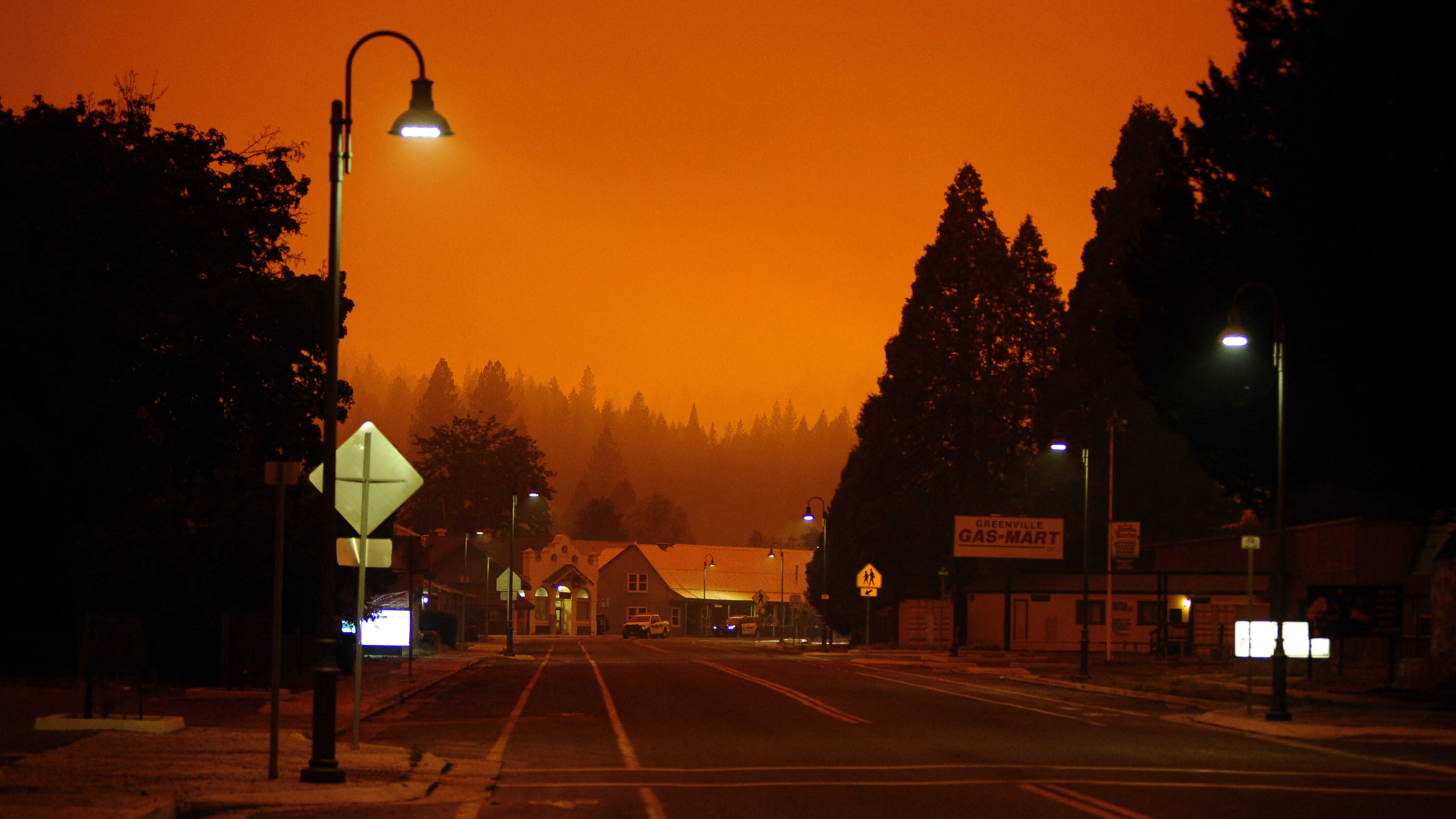 Dixie-palo Kaliforniassa värjäsi taivaan oranssiksi 25. heinäkuuta.