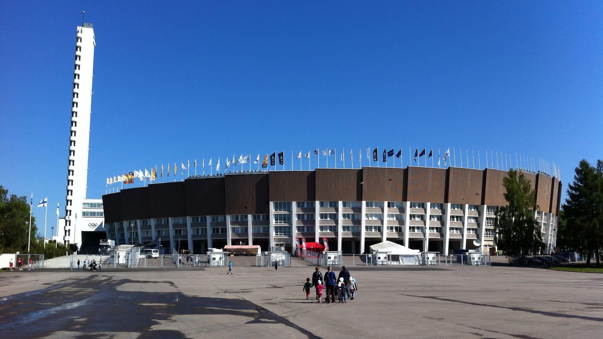 Helsingfors olympiastadion med det 72 meter höga tornet till vänster.