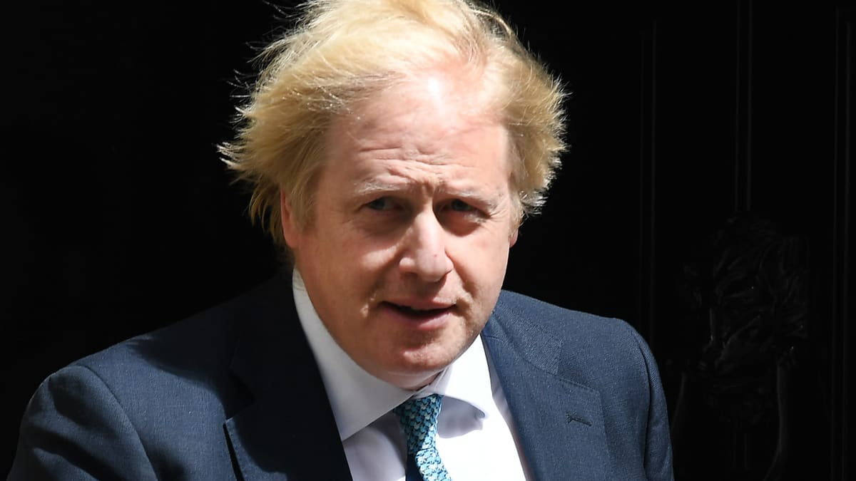 Pääministeri Johnson tiedottaa hallituksen hätäkokouksesta