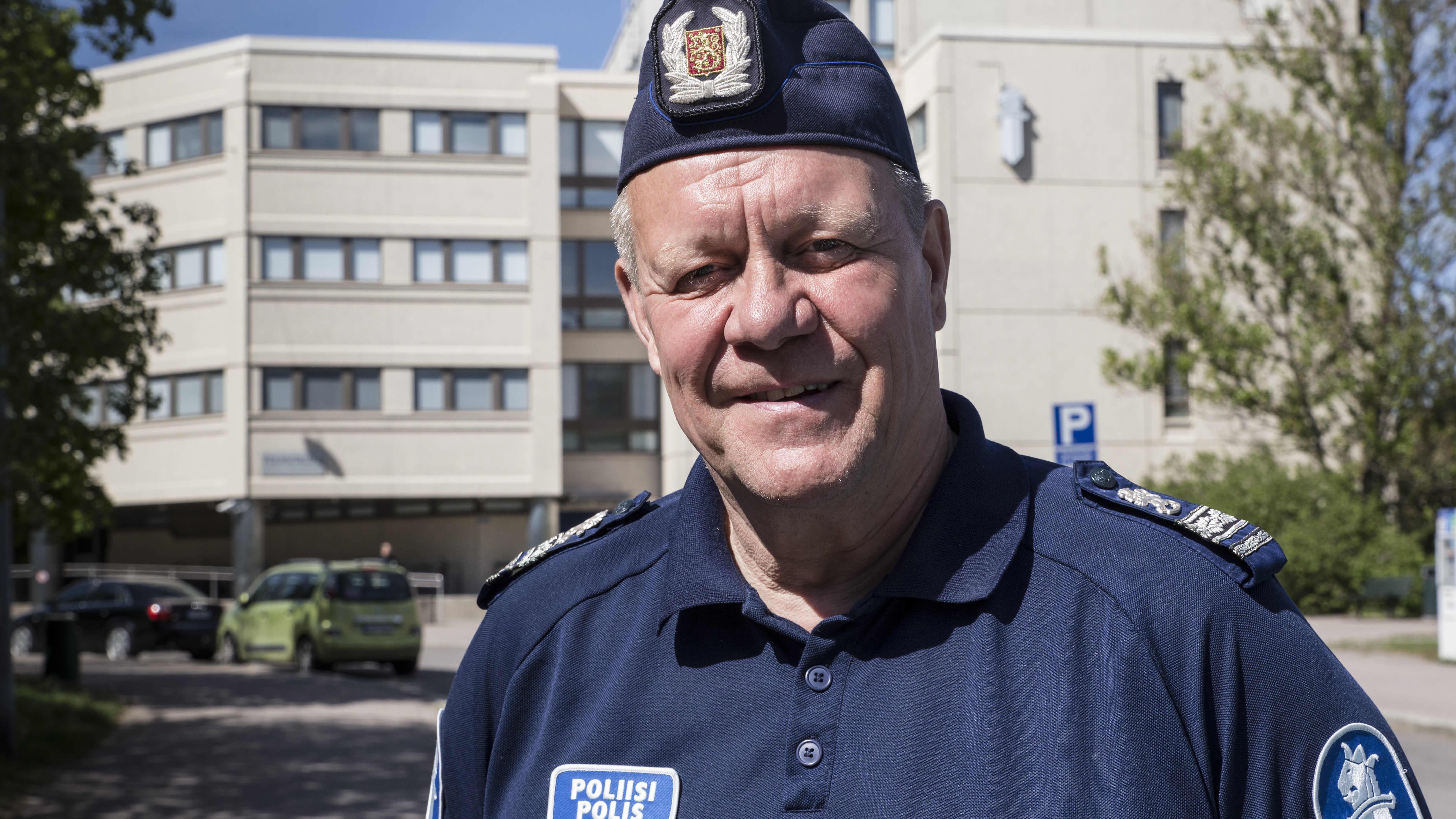 ylikomisario Heikki Porola, Helsingin poliisi, henkilökuva