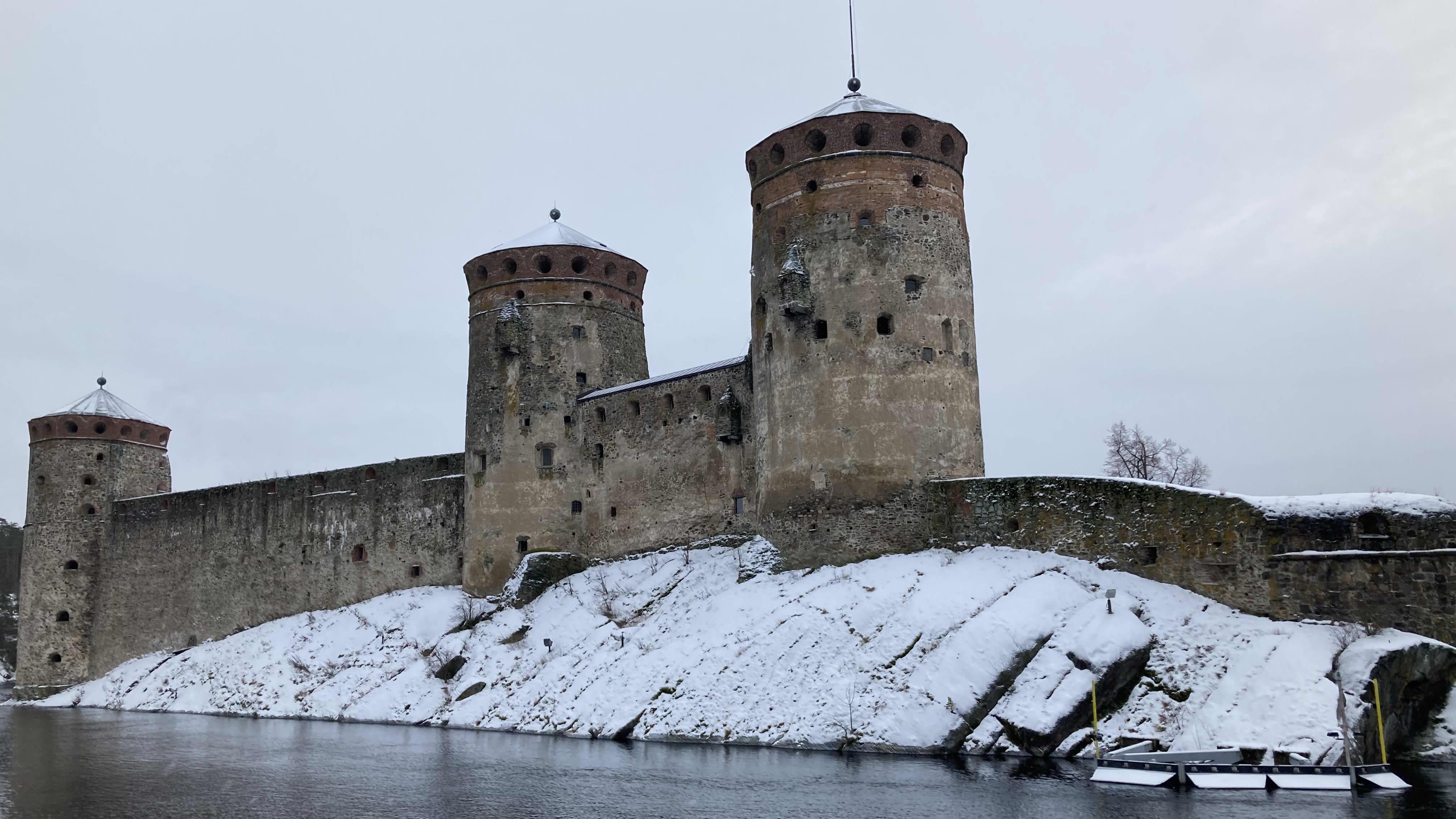 Talvinen Olavinlinna joulukuussa 2020