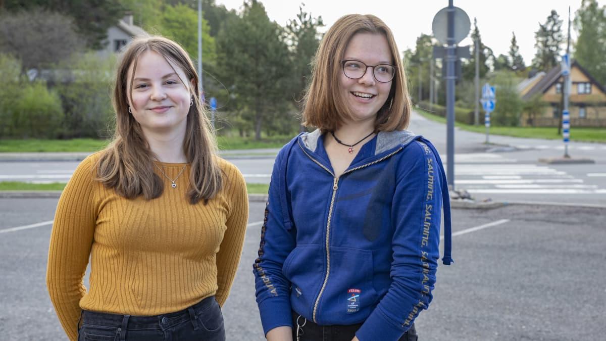 Ilona Peuhkuri ja Veera Vauhkonen Lappeenrannan Kesämäen koulusta.