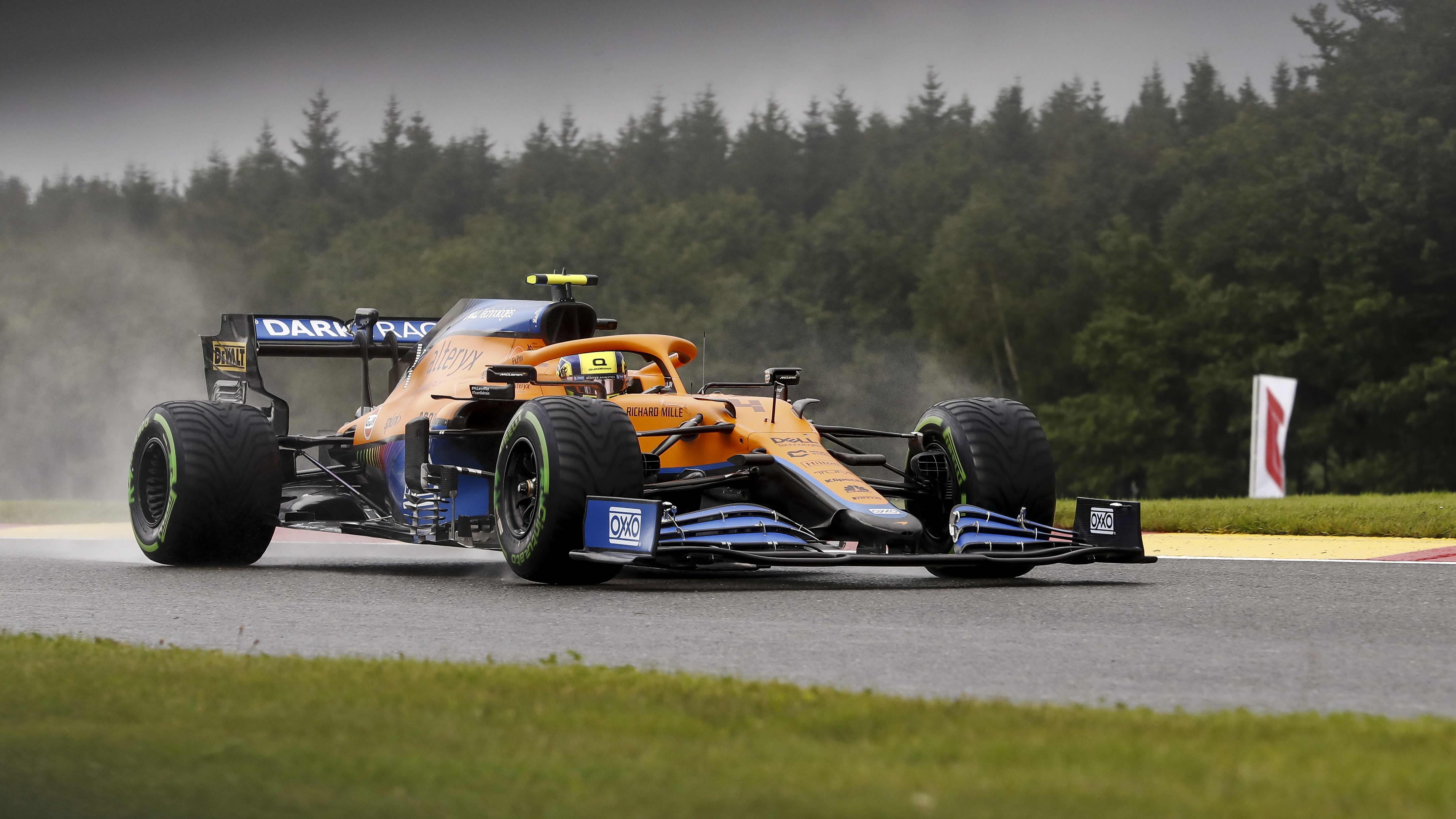Lando Norris ajaa F1-autoa.