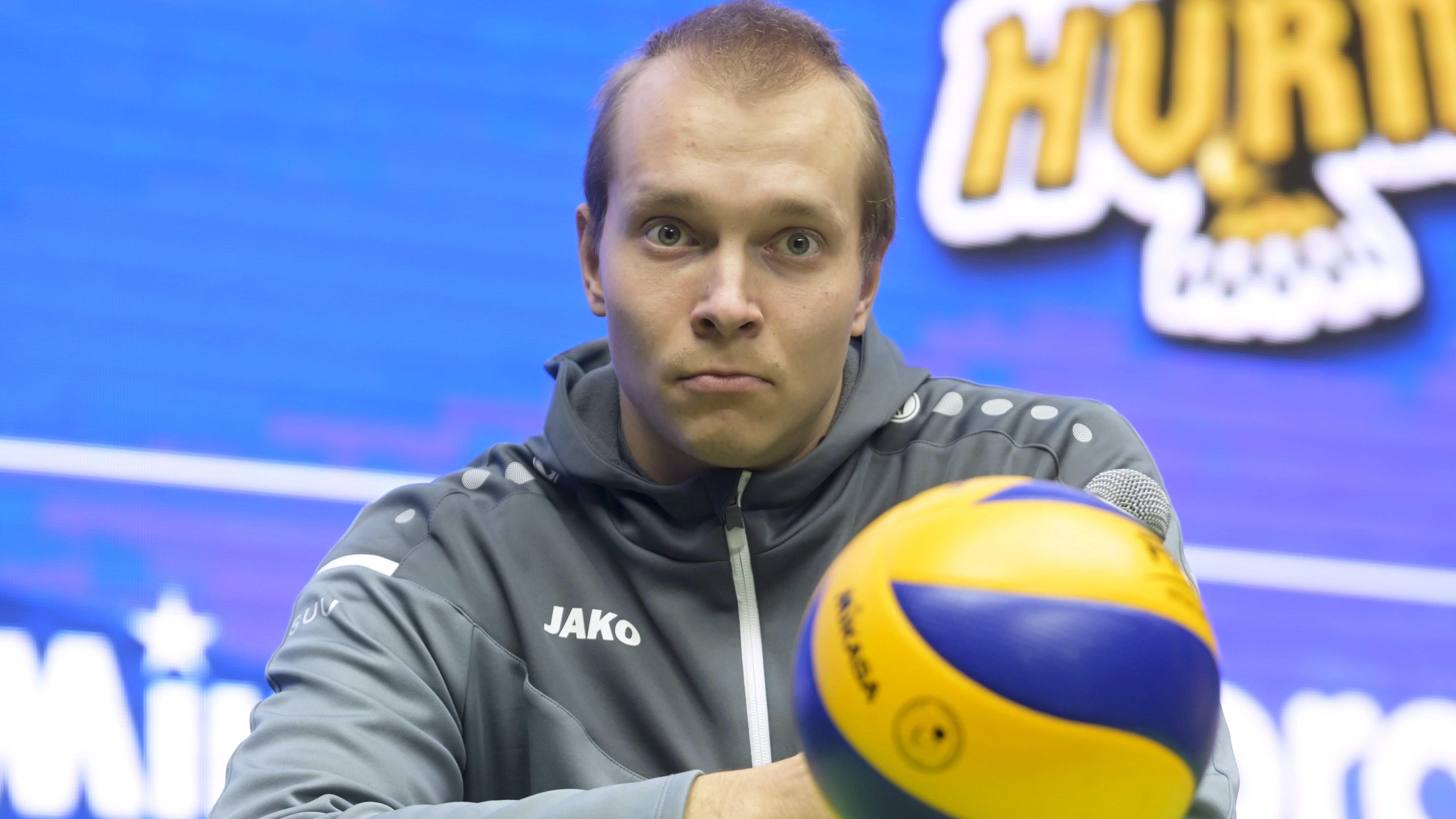 Karelian Hurmoksen Eetu Häyrinen kuvassa.