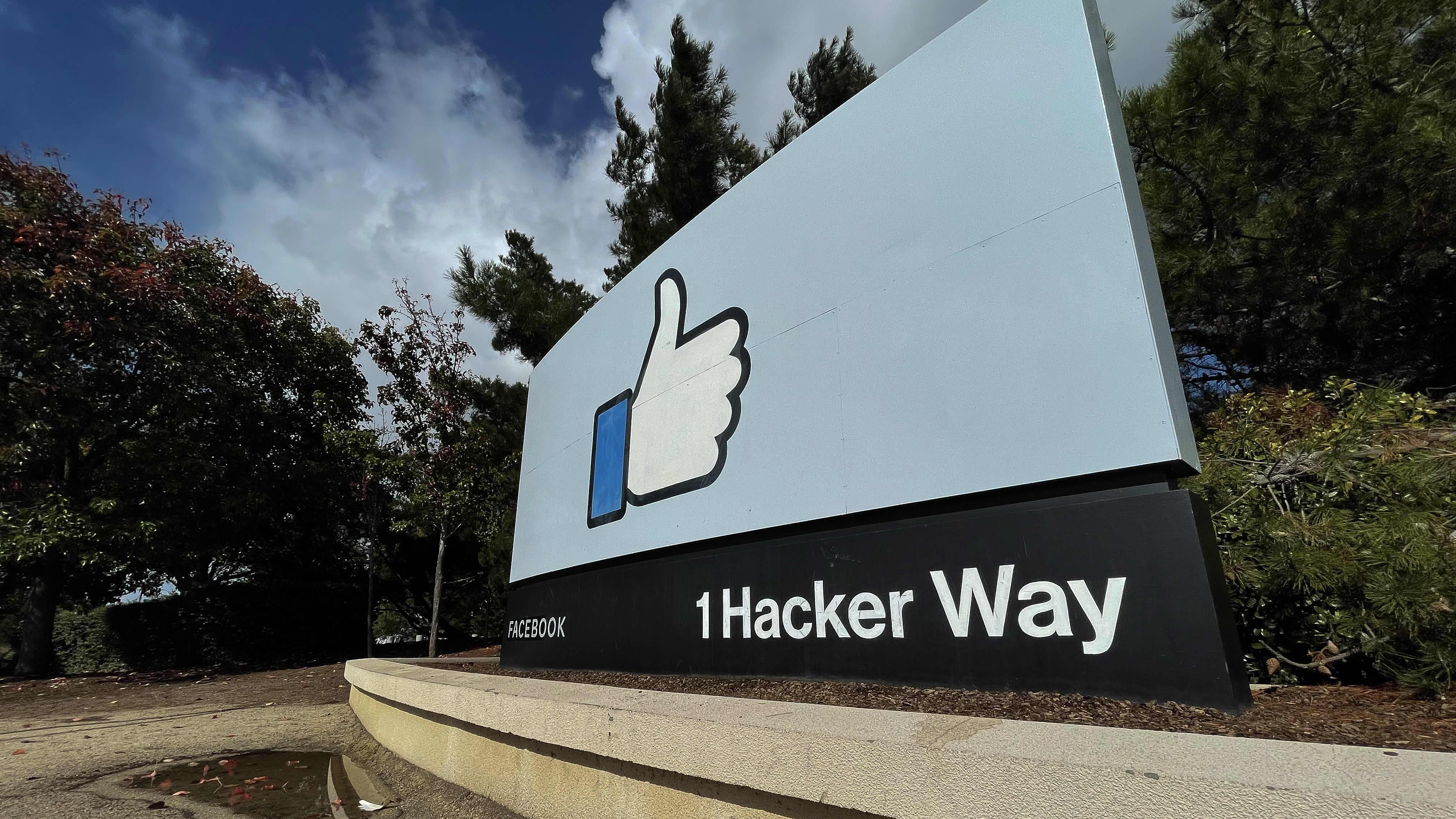Itseään uudelleenbrändäävä Facebook-yhtiö vaihtaa nimeään. Kuva yhtiön pääkonttorilta Kaliforniasta.