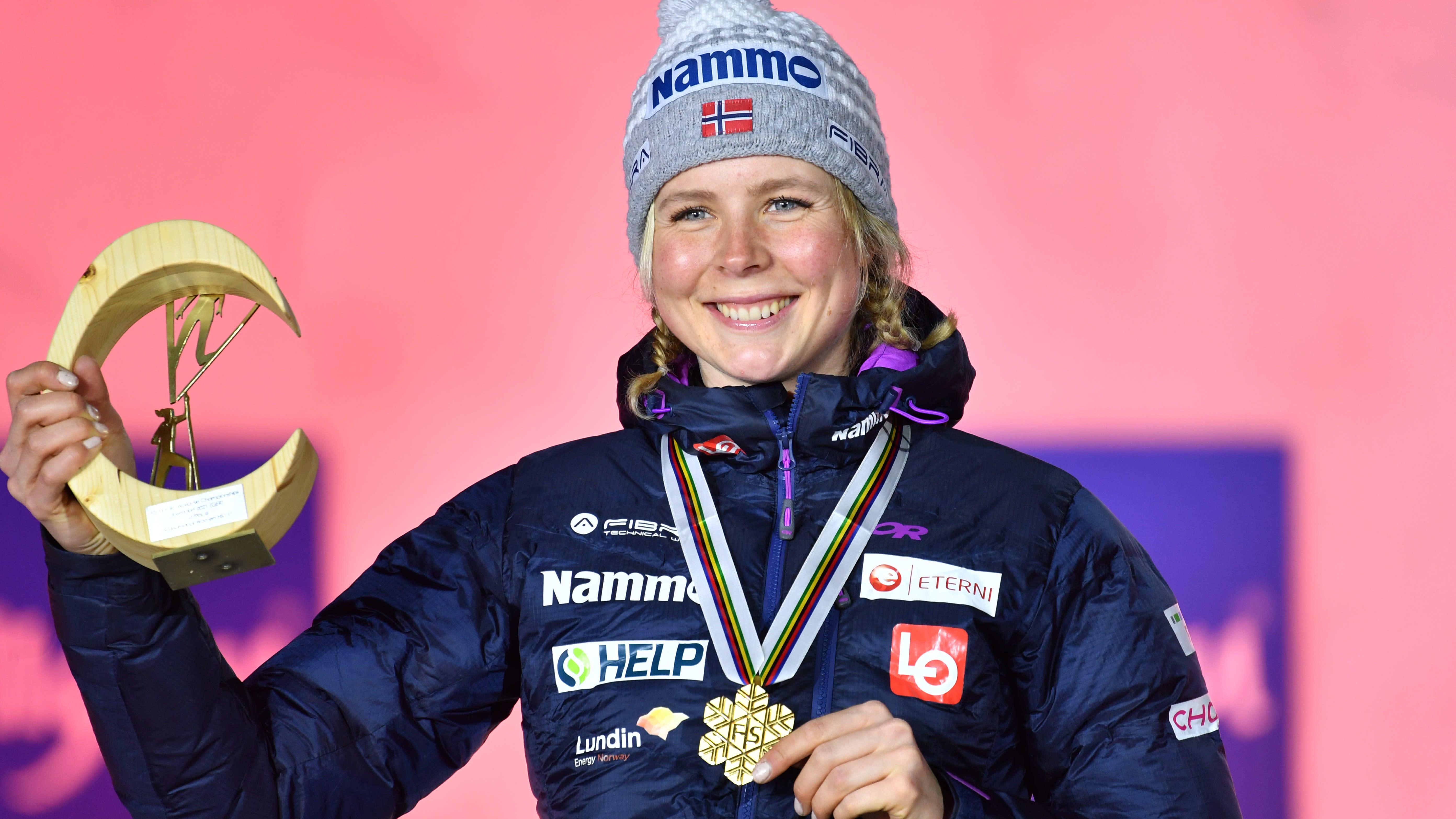 Maren Lundby voitti MM-kultaa Oberstdorfin suurmäessä.