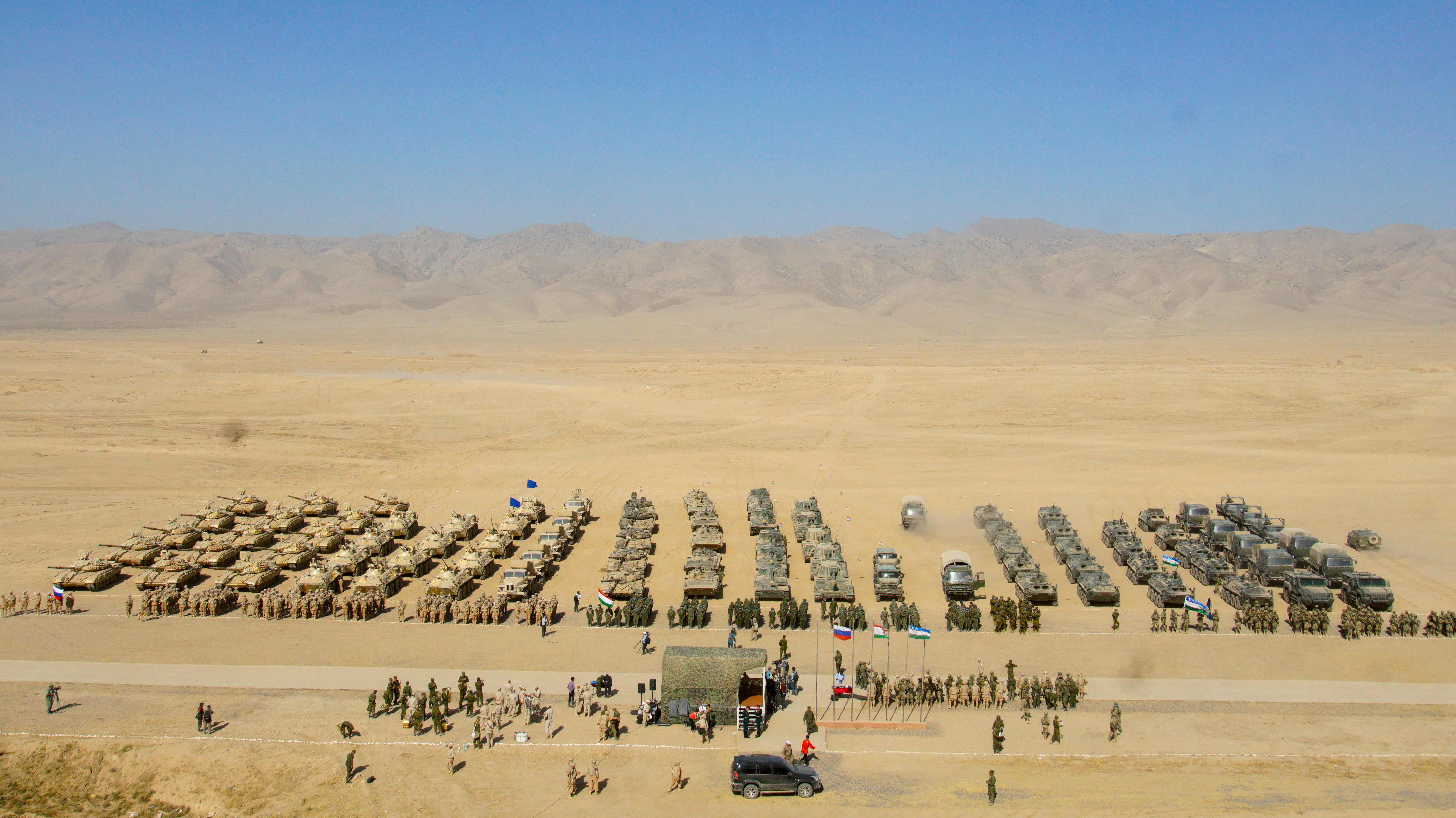 Sotaharjoitus Khatlonissa. Venäjän, Tadžikistanin ja Uzbekistanin elokuun alussa pitämä yhteinen sotaharjoitus Tadžikistanin Hatlonin maakunnassa lähellä Afganistanin rajaa.
