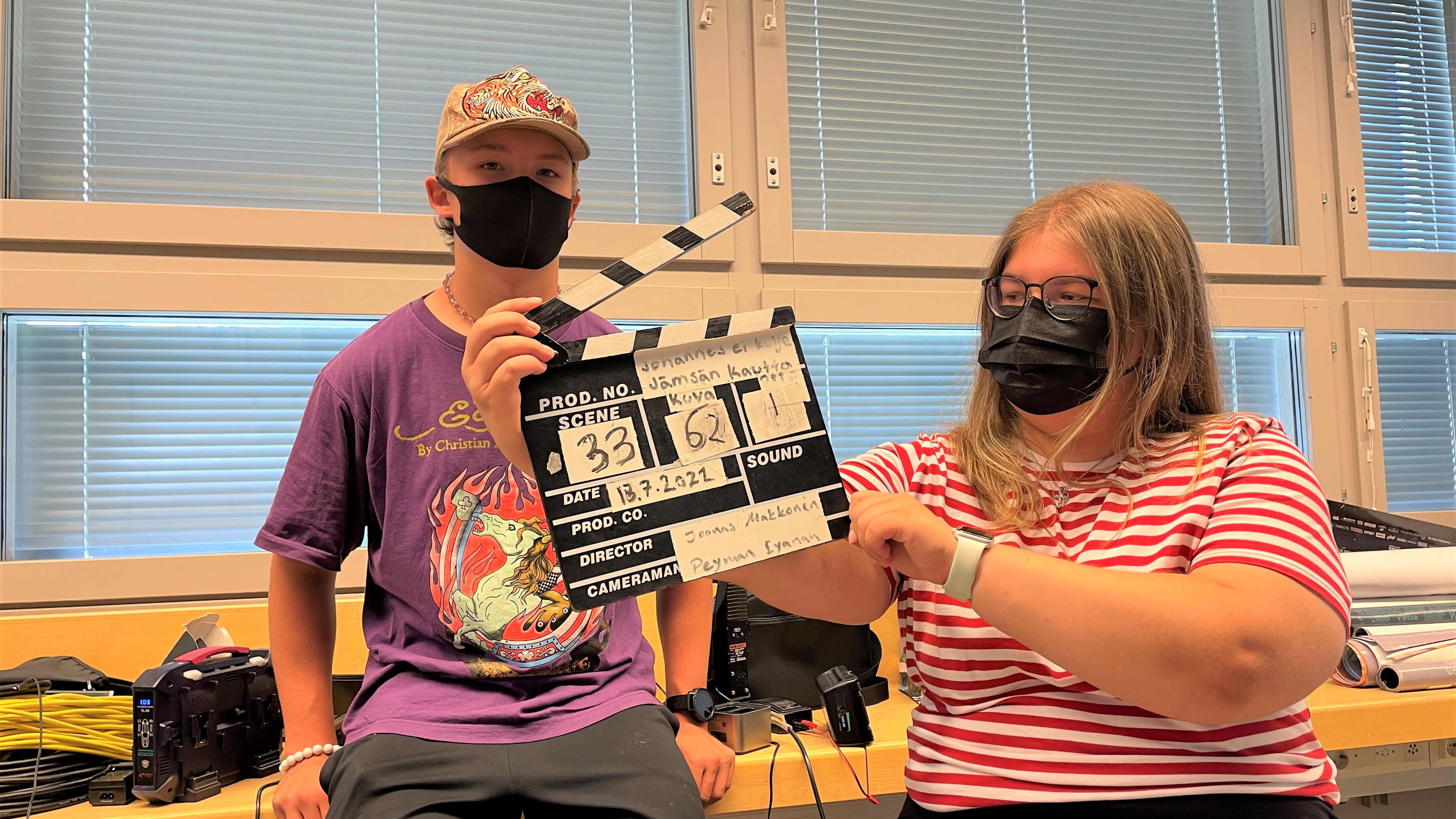 Elokuvaprojekti opettaa paljon muutakin kuin elokuvan tekemistä – nuoret oppivat myös tiimissä työskentelyä Sotkamon kuvauspaikoilla