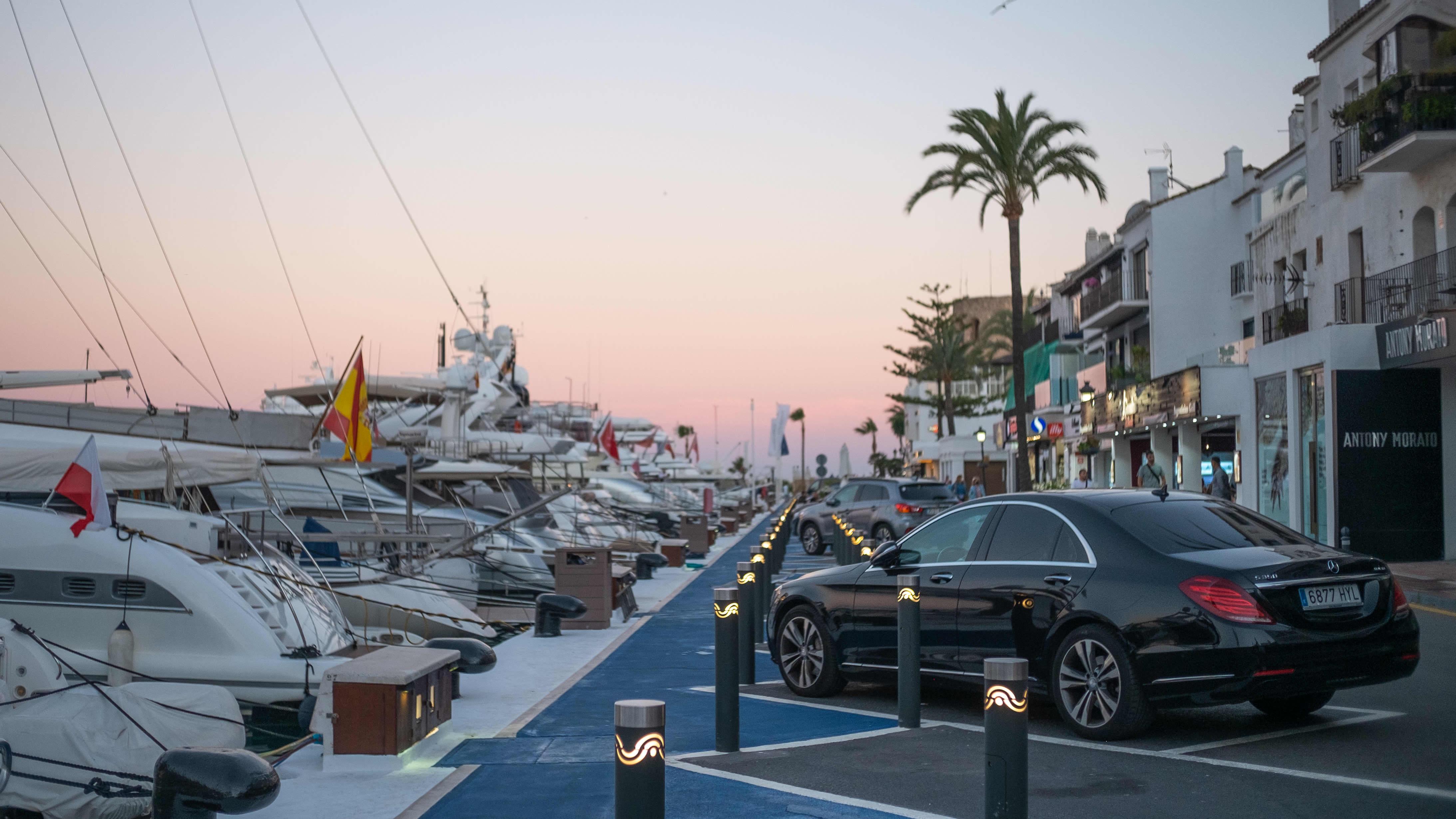 Porto Banusin satama-alue Marbellassa Espanjassa