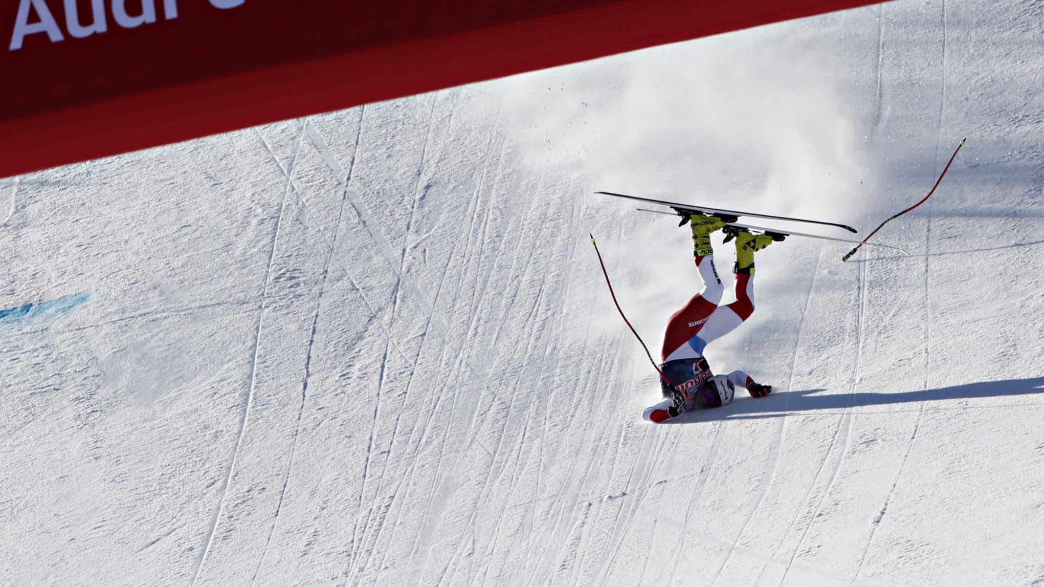 Kitzbühelin legendaarisessa syöksykilpailussa järkyttäviä kaatumisia