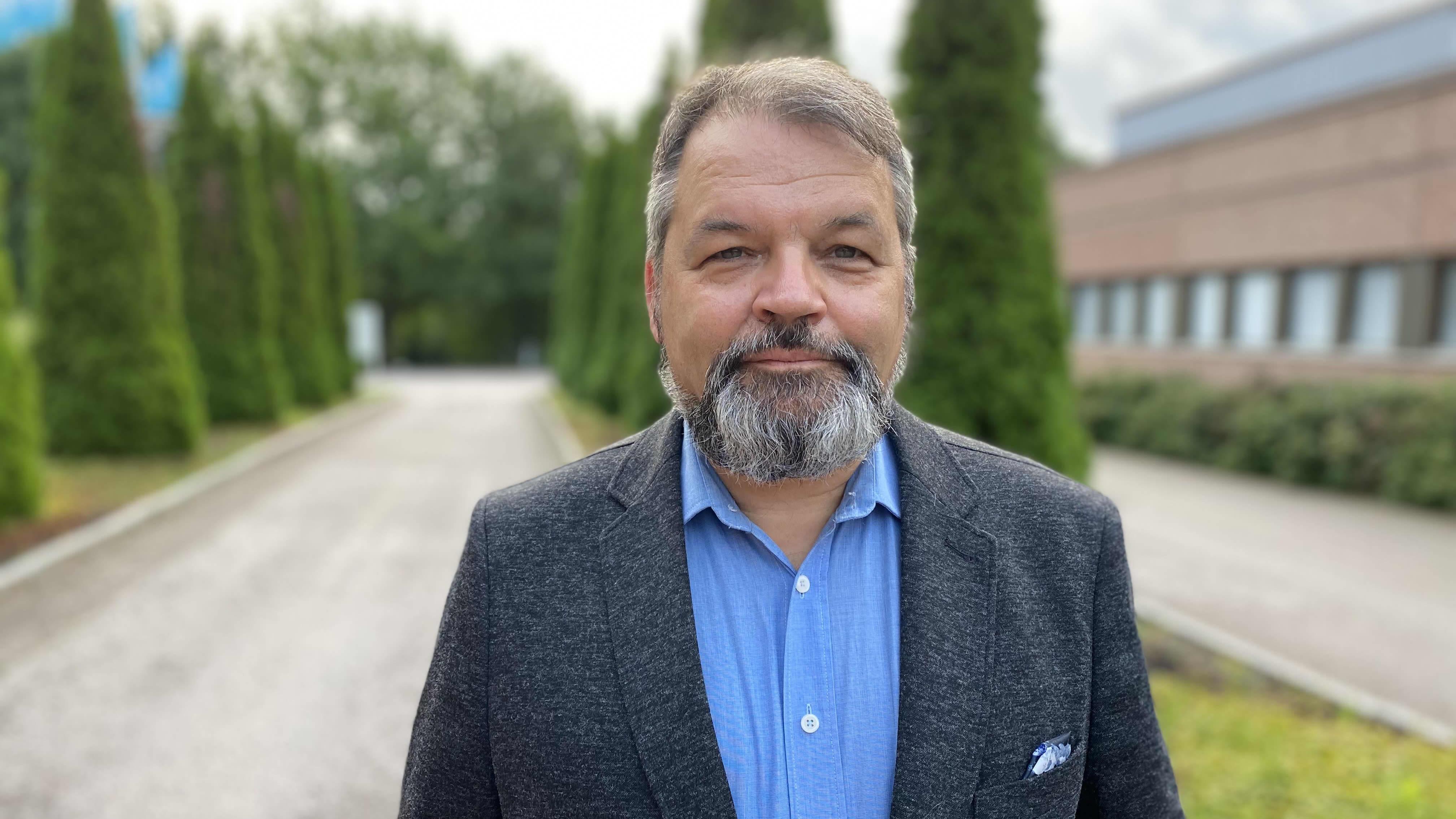 Kuvassa sotaprofessori Mika Hyytiäinen