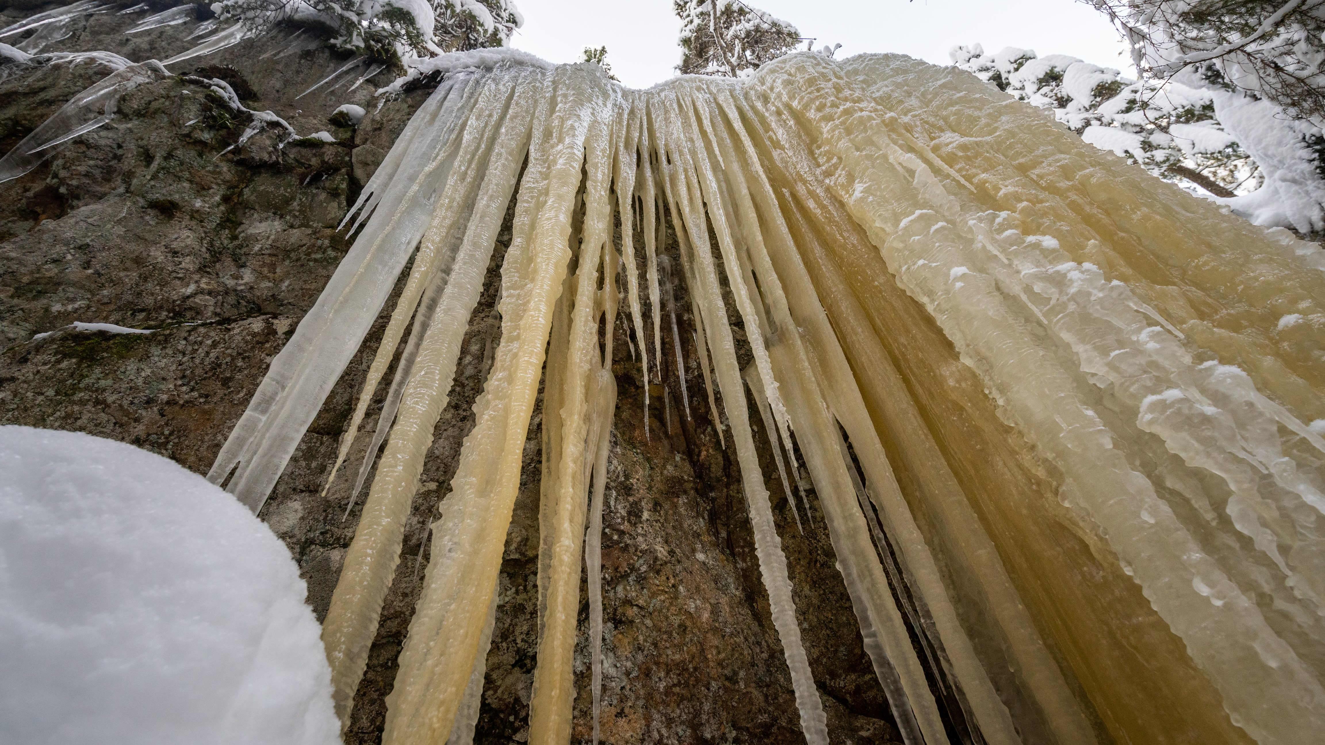 Olkahisten jääputoukset hurmaavat metsänkävijöitä
