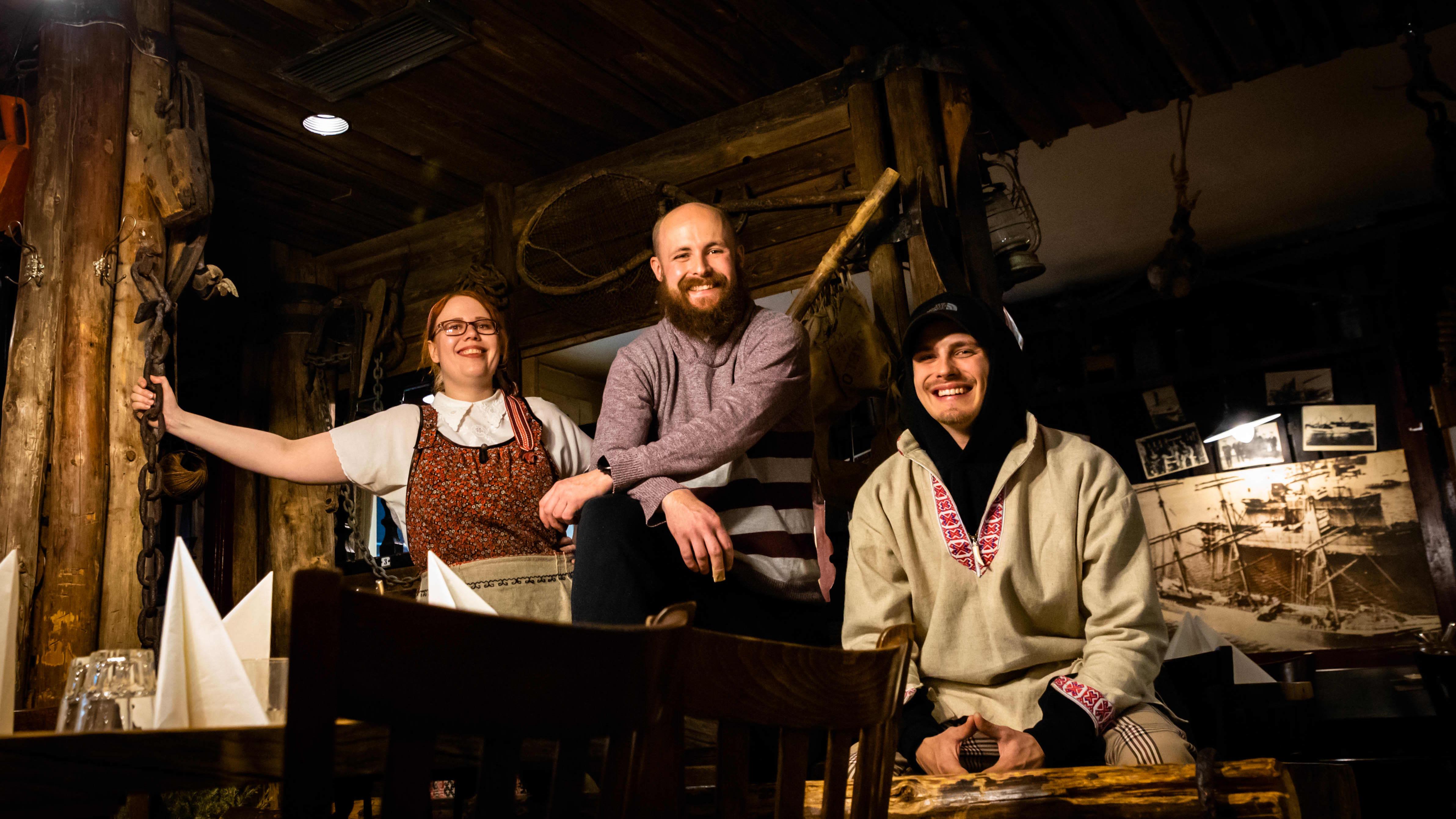 Ravintola Konstan möljä täytti tänä vuonna 40 vuotta. Kuvassa Konstan möljäön henkilökuntaa 15.10.2021.