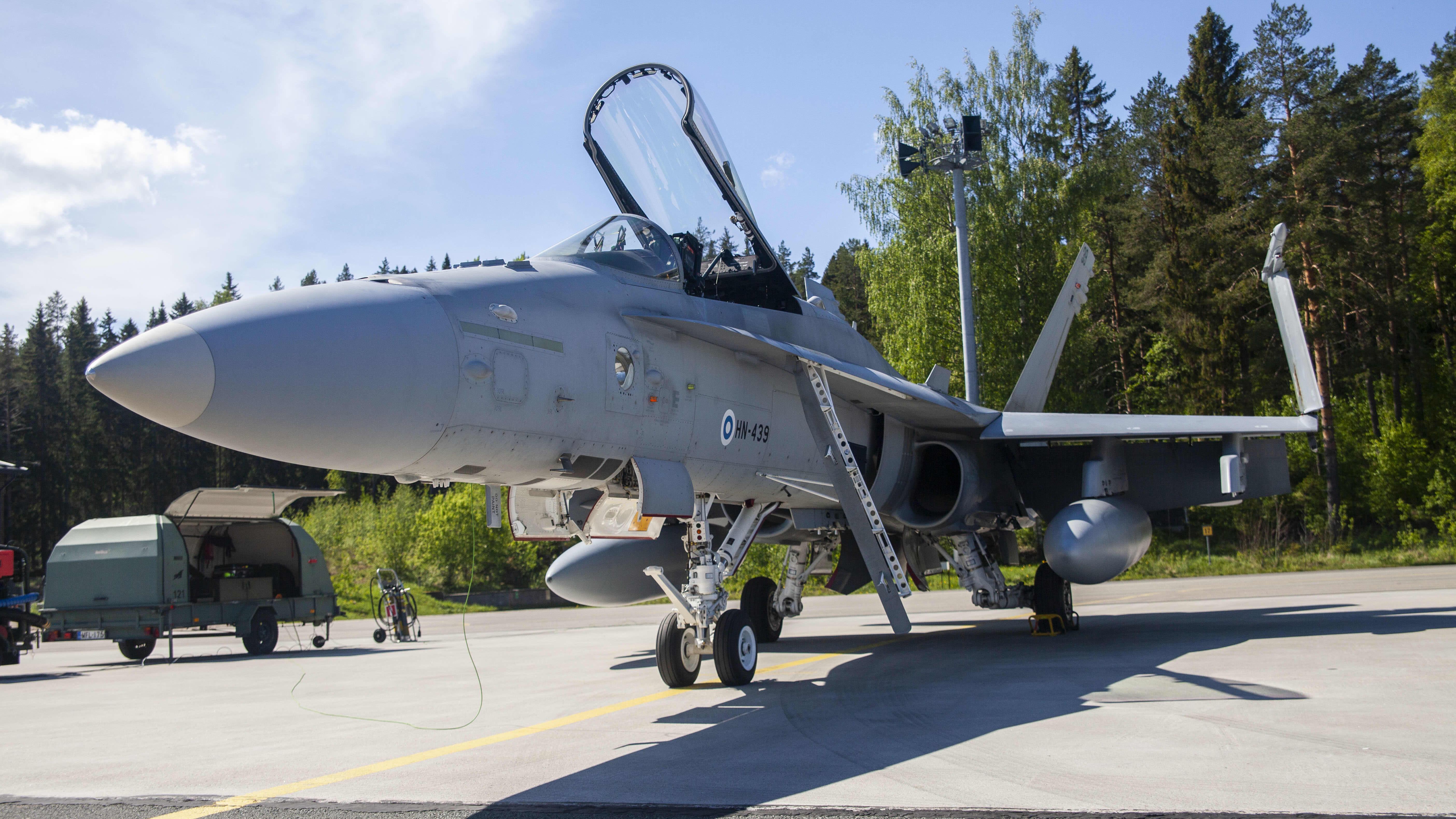 Suomen F-18 Hornet, Rissalan lentokentällä