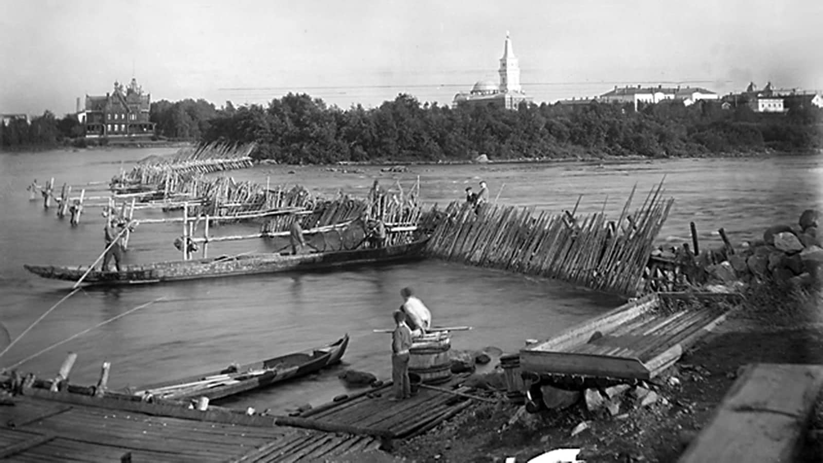 Lohipato Oulujoen Merikoskessa 1900-luvun vaihteessa