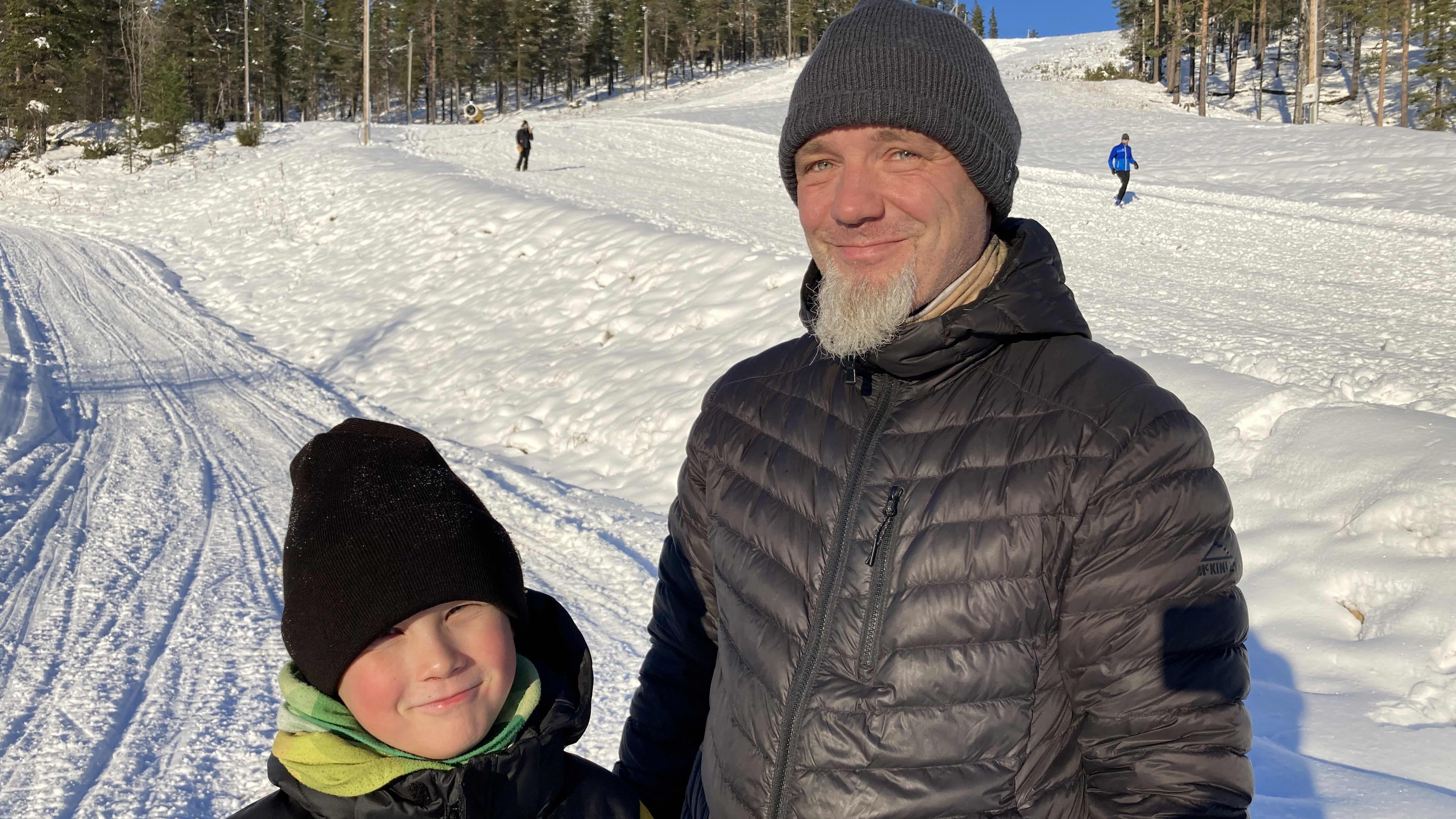 Saariselälle satoi hiihto- ja pulkkakelit - Harri ja Pekko Taivalkoskea syysloman sääkäänne ilahdutti