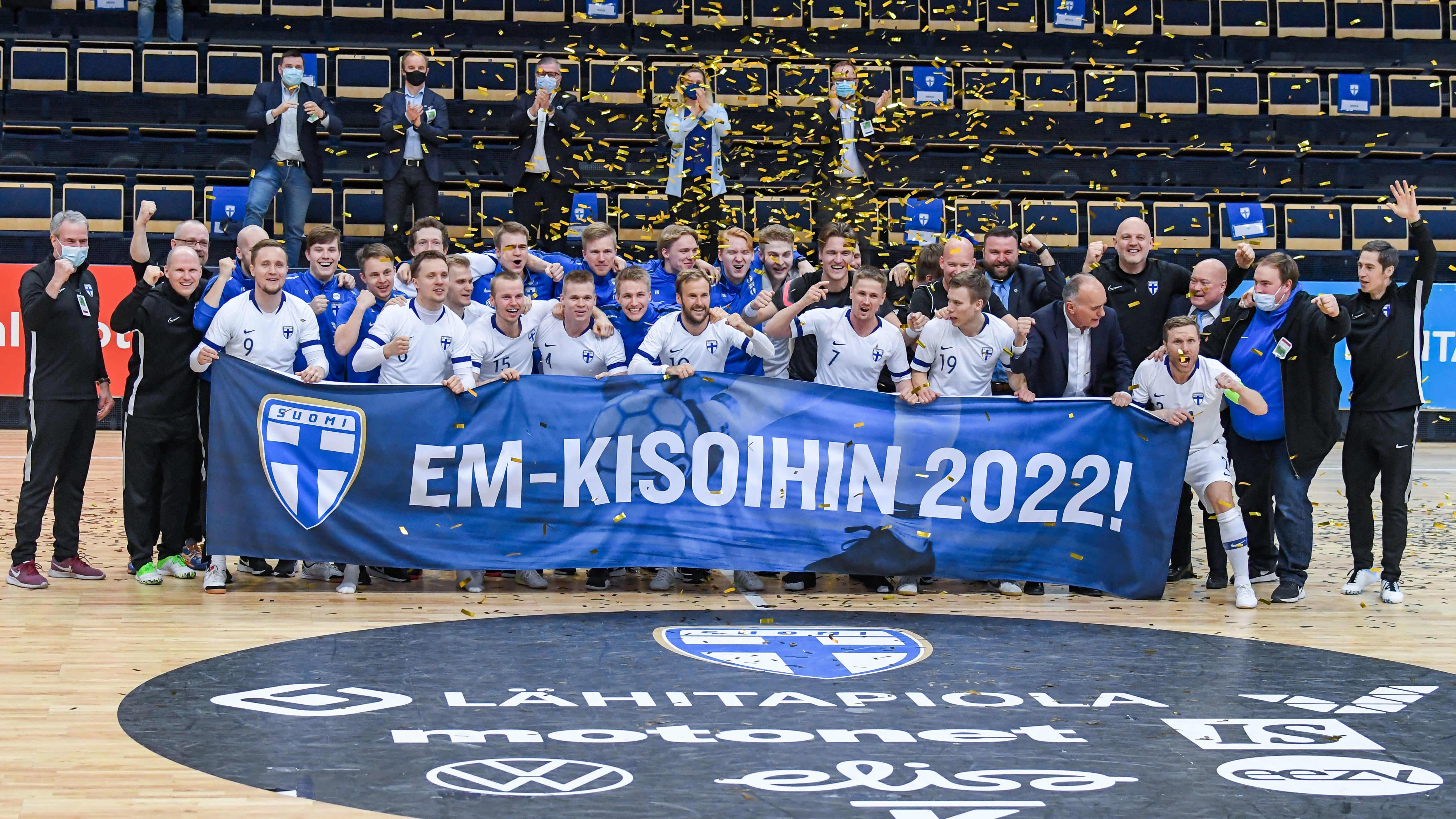 Futsalmaajoukkue pääsi juhlimaan EM-kisapaikkaa huhtikuussa 2021.