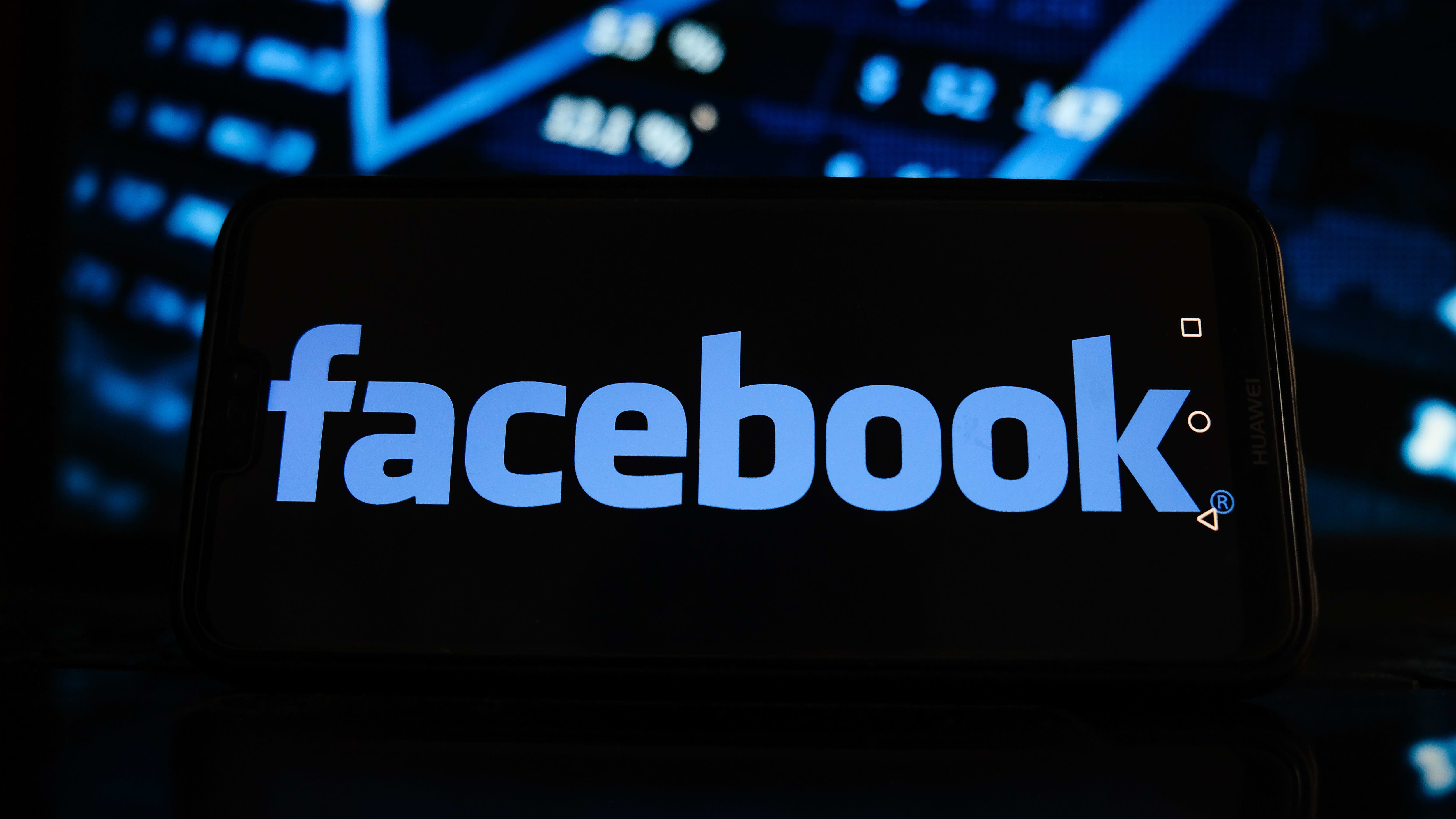 Facebook logo puhelimessa.