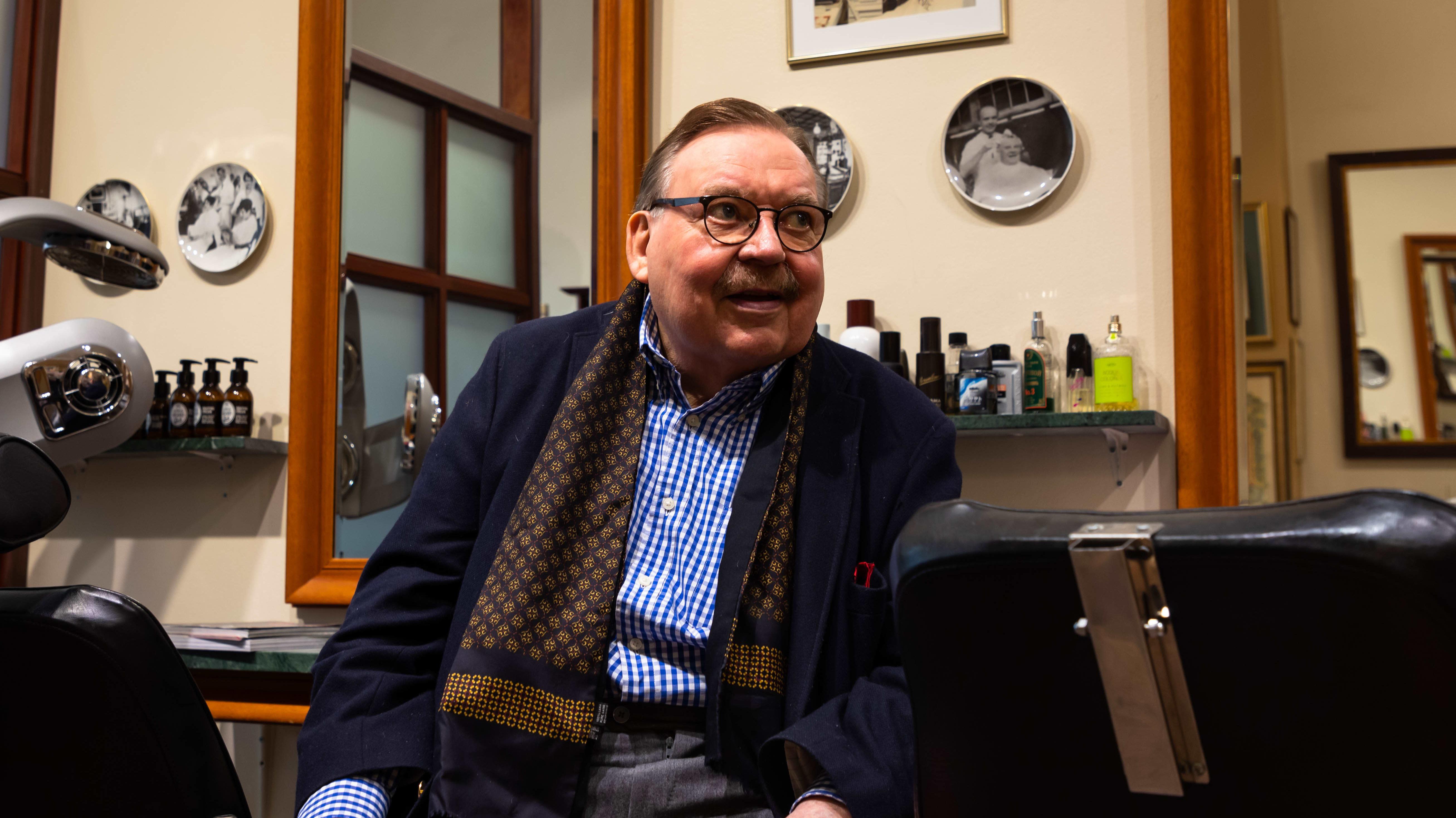 Yli 60-vuotisen uran tehnyt parturimestari Bror Bäckström jää eläkkeelle.