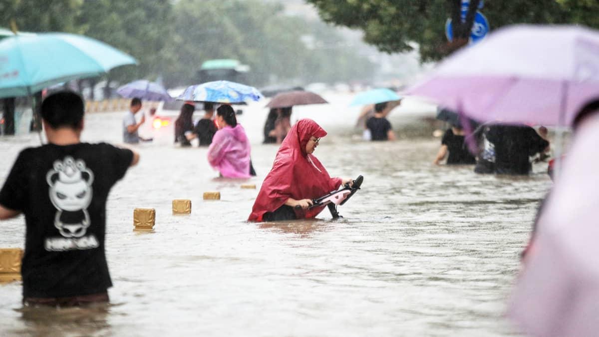 Kiinassa Henanin tulvien tieltä on evakuoitu 200 000 ihmistä